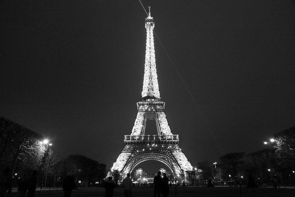 Eiffel-Tower-at-night.jpg