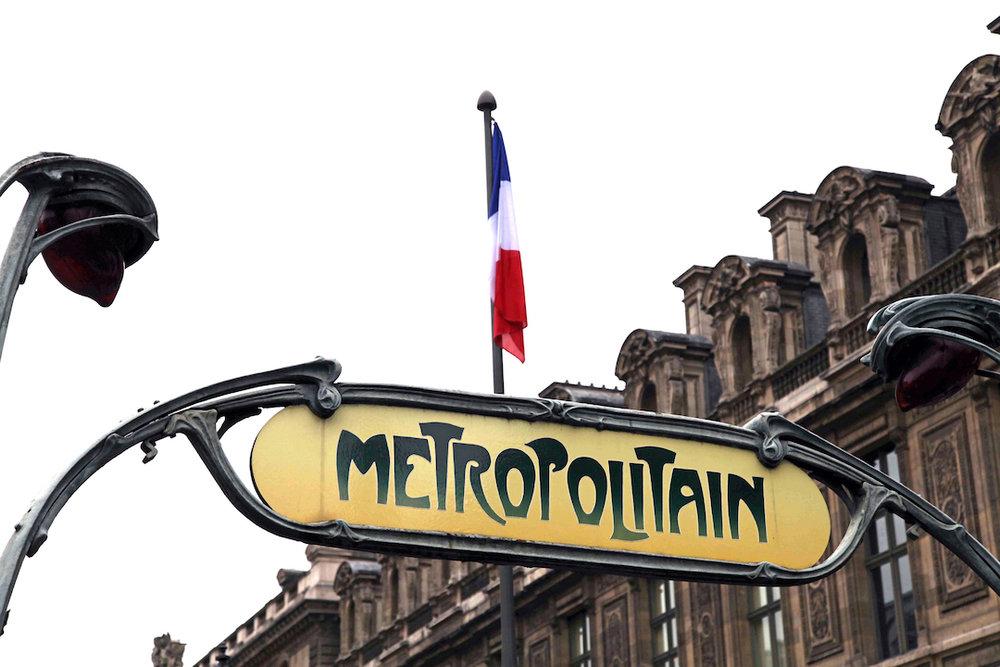 Metropolitain-sign-in-Paris.jpg