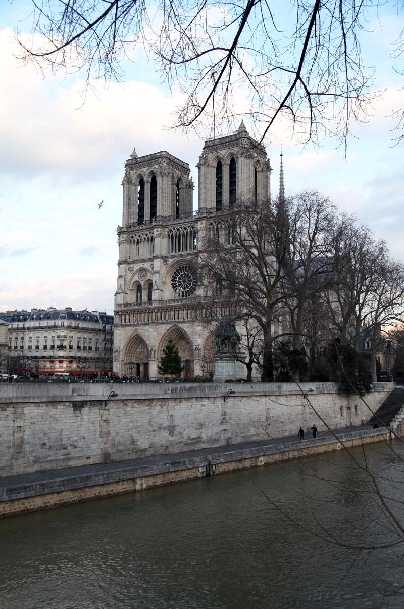 Notre-Dame-Church-in-Paris.jpg