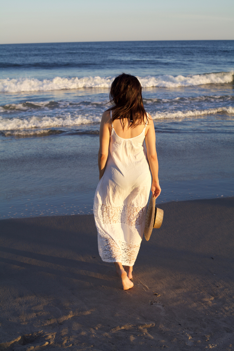 white-maxi-dress-at-the-beach.jpg