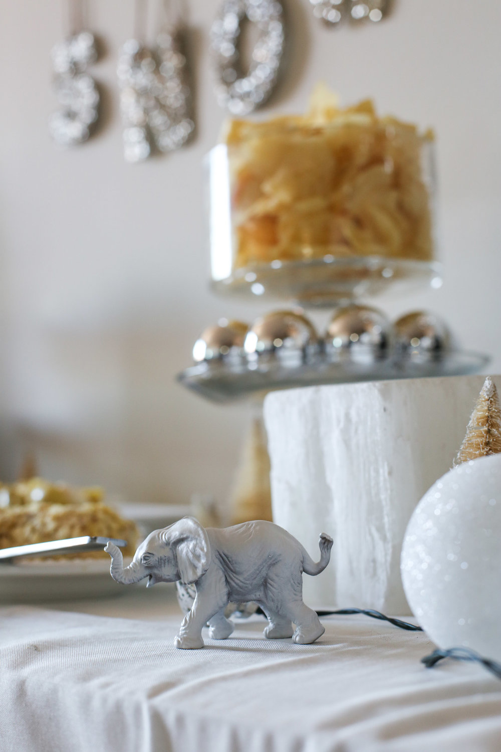 how-to-throw-a-white-elephant-party15.jpg