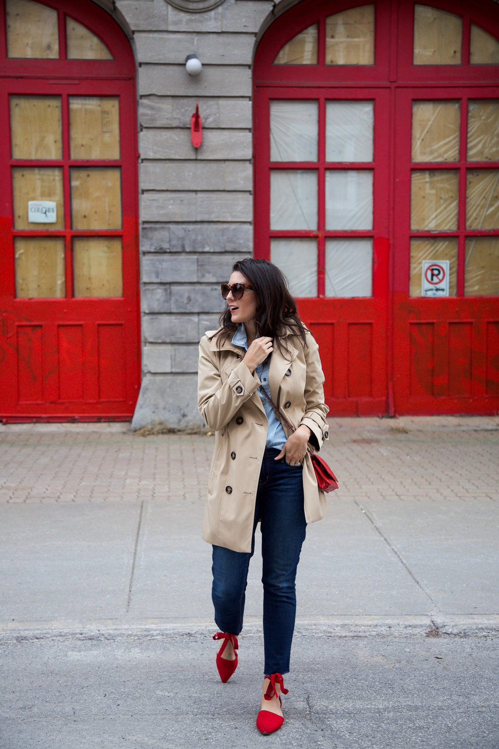 denim-on-denim-outfit-with-trench-coat-and-red-accessories2.jpg