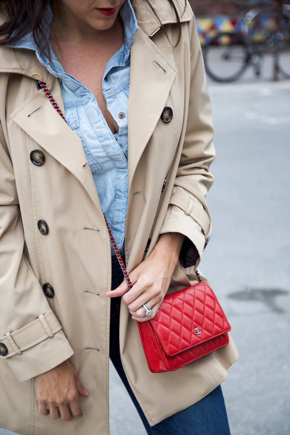 denim-on-denim-outfit-with-trench-coat-and-red-accessories5.jpg