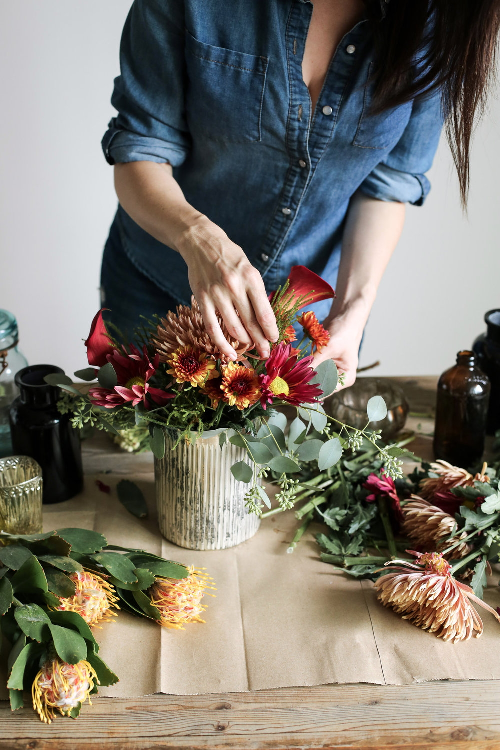 ARRANGE THE FLOWERS - grab my tips for fall floral arranging here