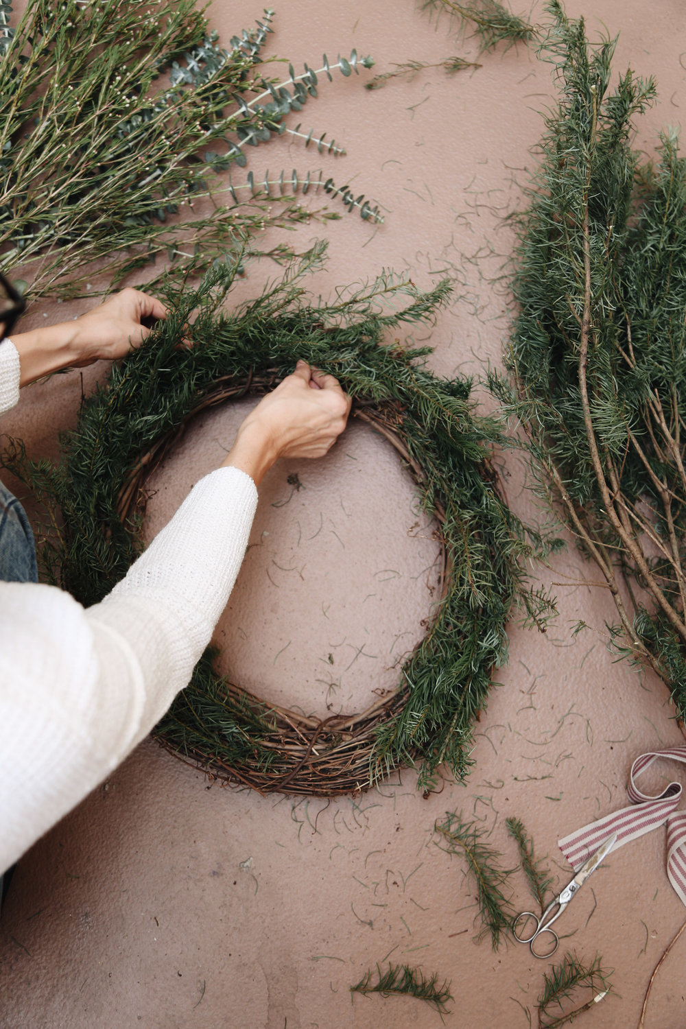 how to make a natural christmas wreath.jpg
