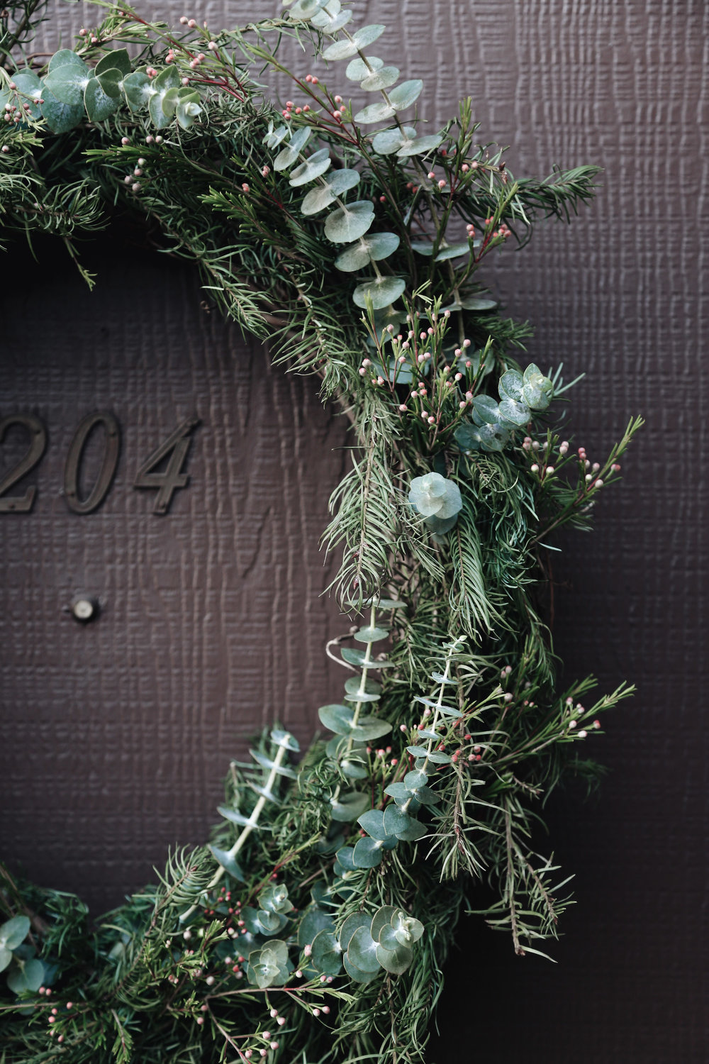 diy natural christmas wreath with eucalyptus.jpg