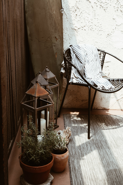 rustic neutral outdoor decorating ideas.jpg