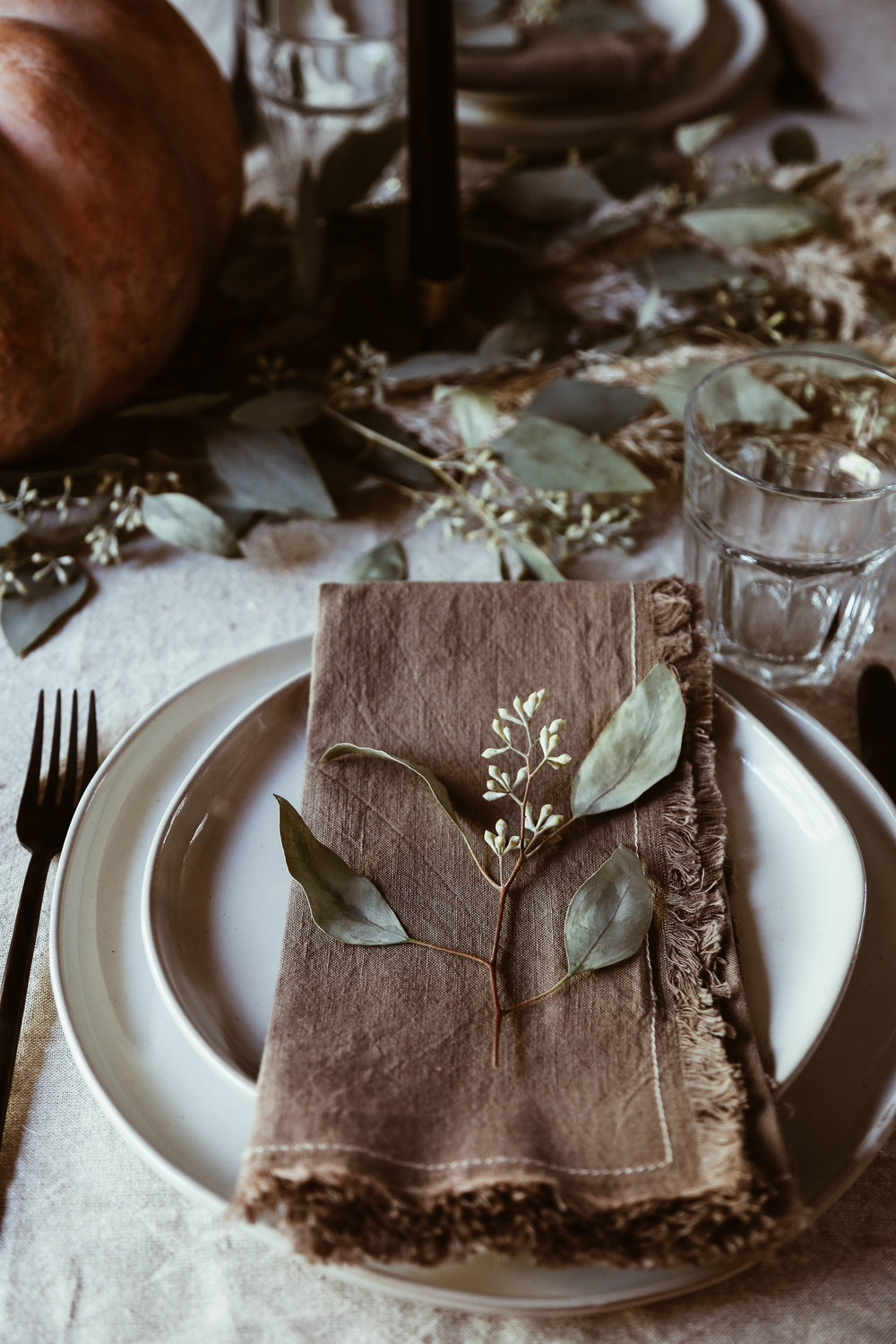 easy thanksgiving tablescape-2.jpg