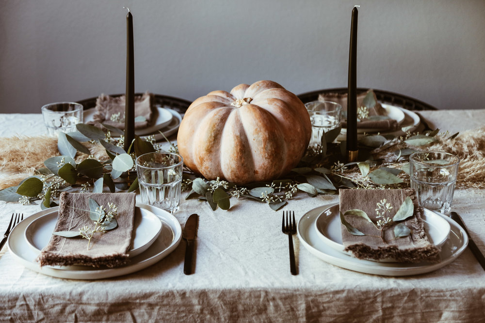easy thanksgiving tablescape-1.jpg