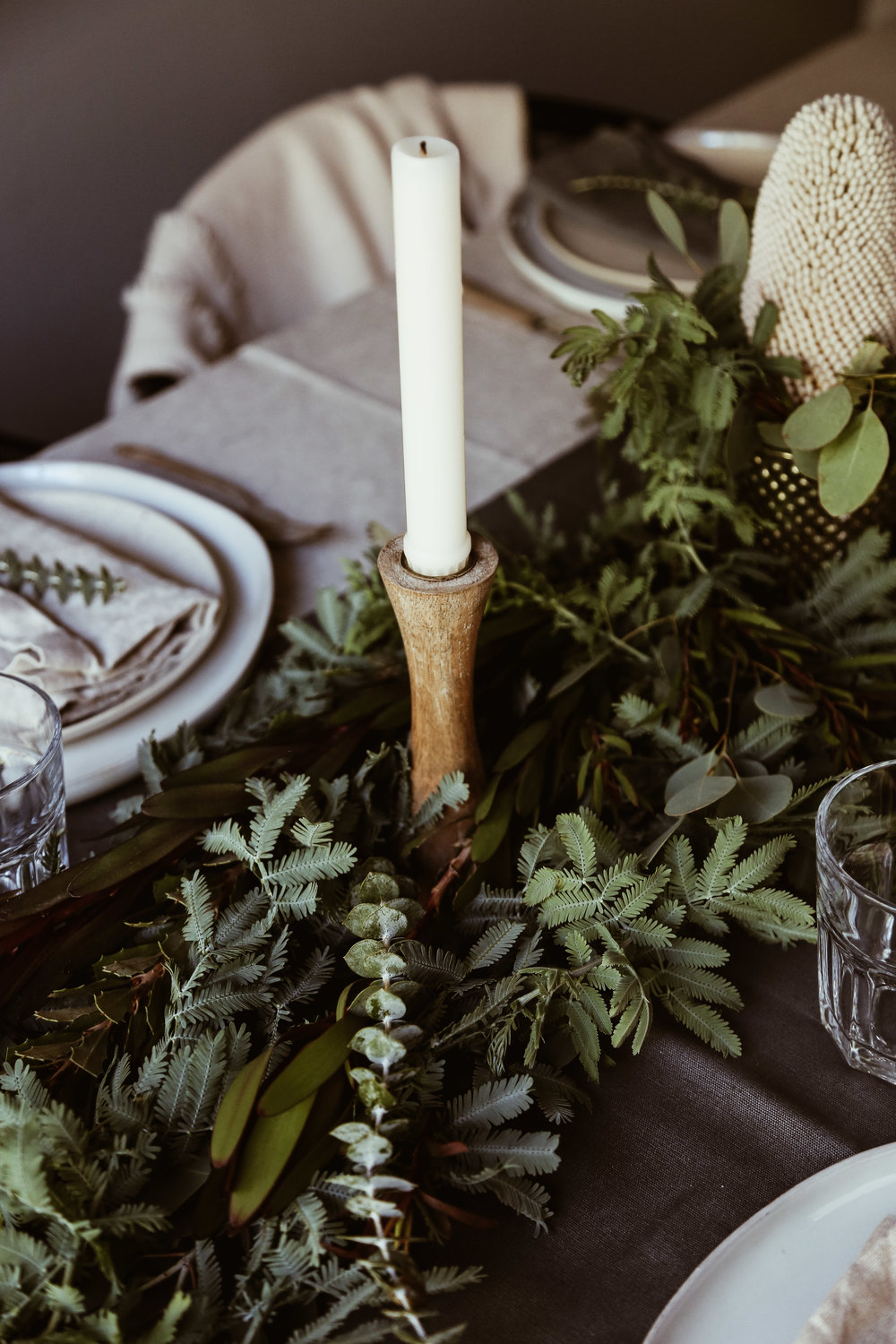 easy holiday tablescape-8.jpg