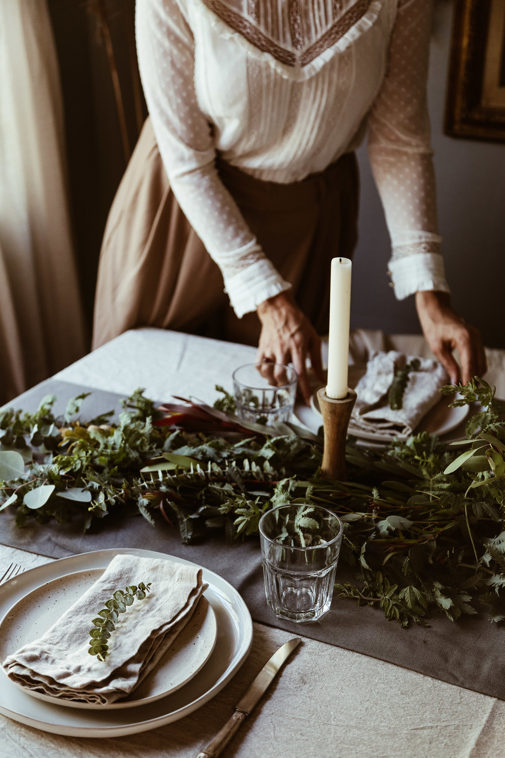 easy holiday tablescape-4.jpg