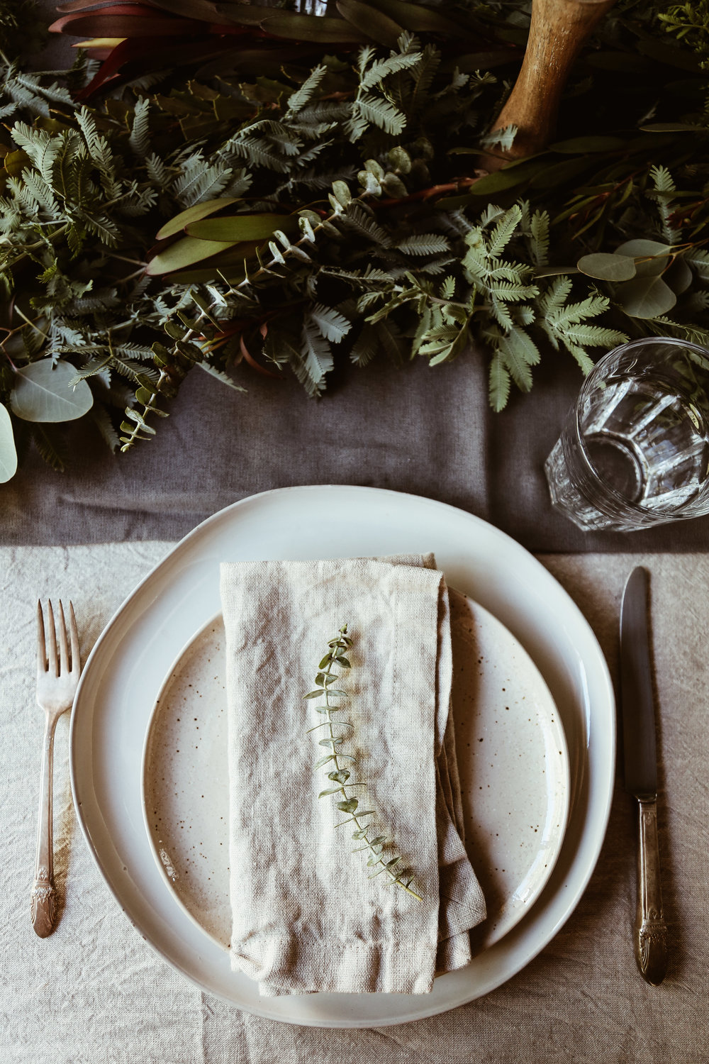 easy holiday tablescape-7.jpg