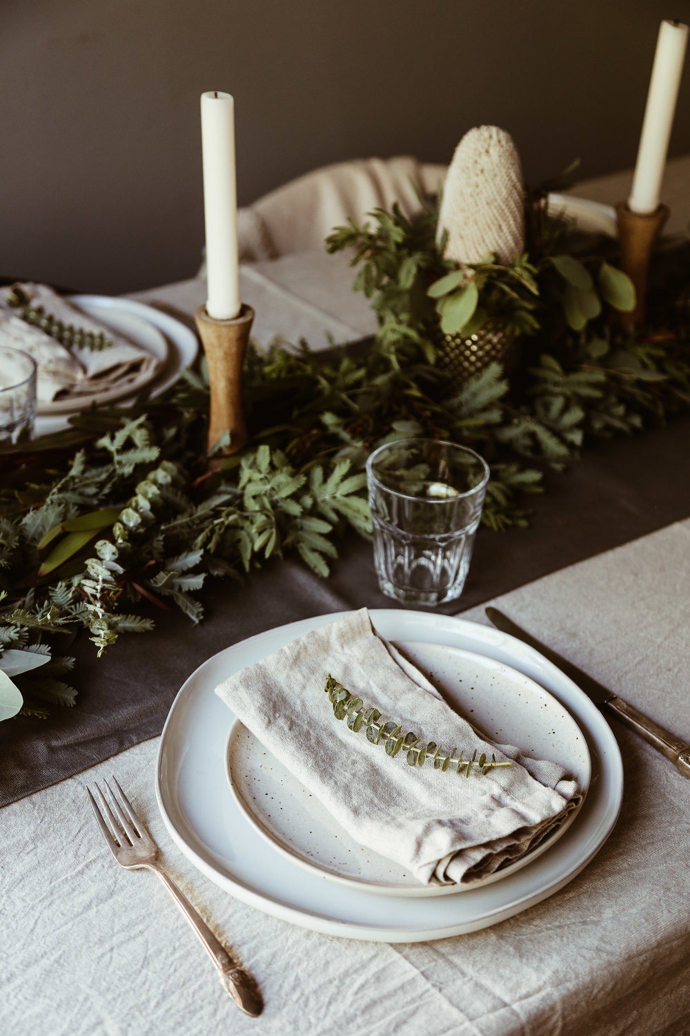 easy holiday tablescape-10.jpg