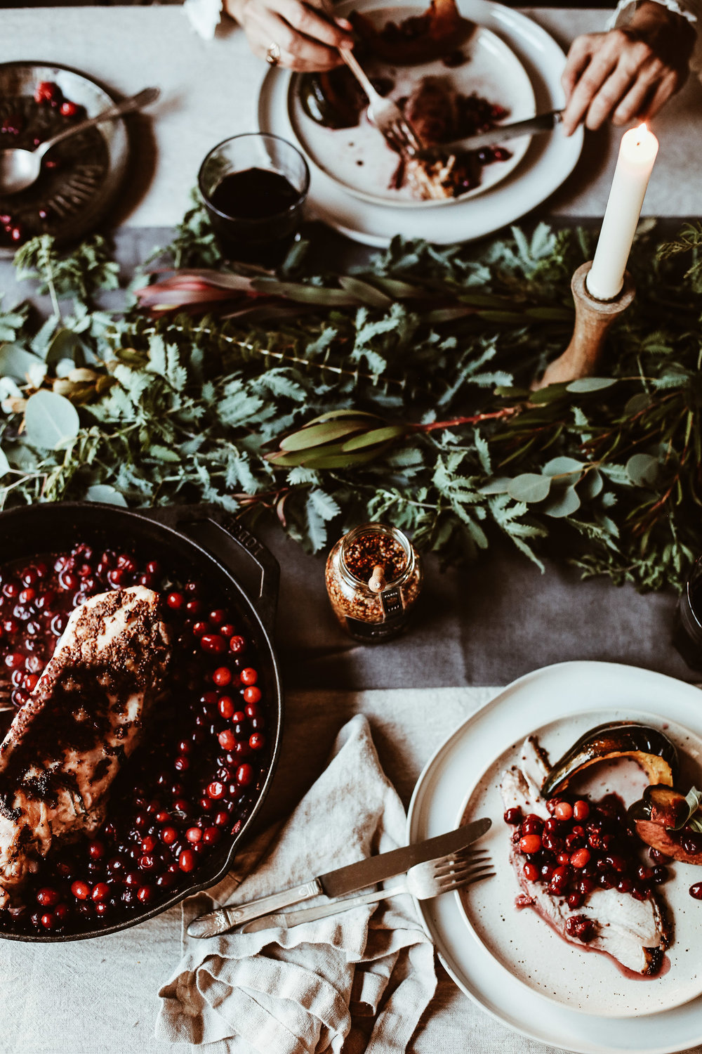 simple holiday table decor-3.jpg