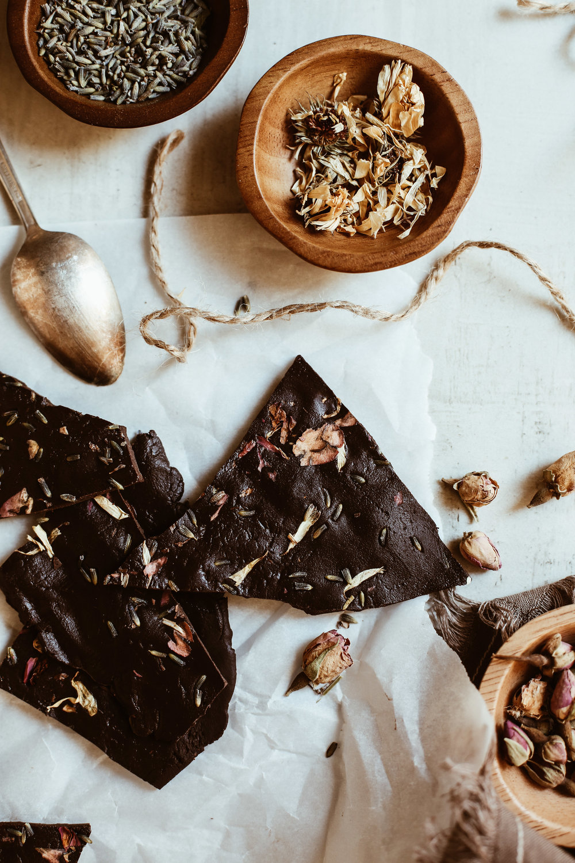 chocolate bark with cbd oil and flowers-8.jpg