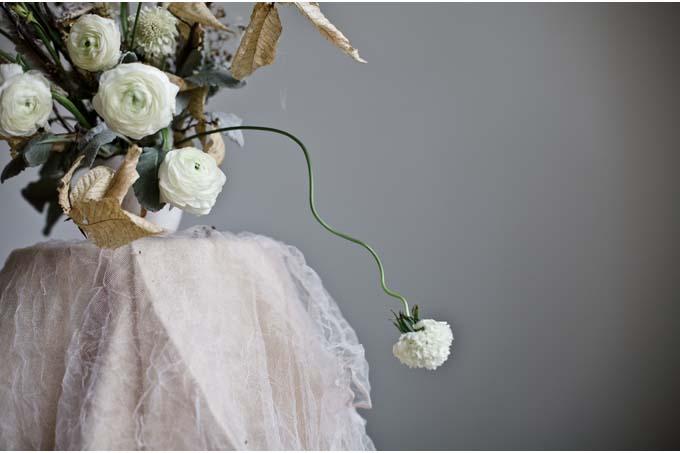 Katie-Wachowiak-scabiosa-white-winter-wedding