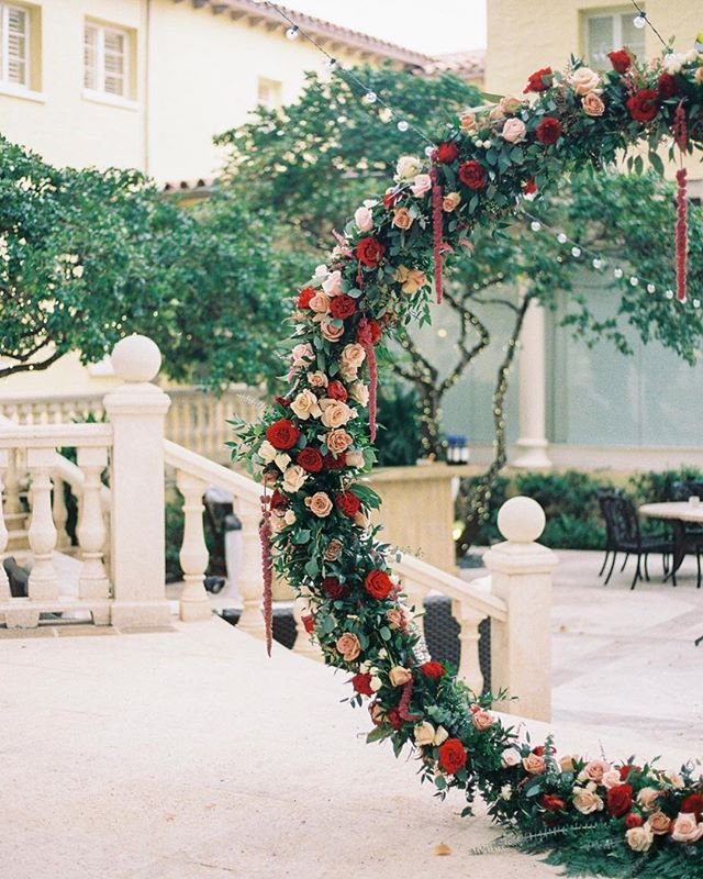 This circular arch we did for Jenna's wedding was simply magical. 📸 by @clareamurray