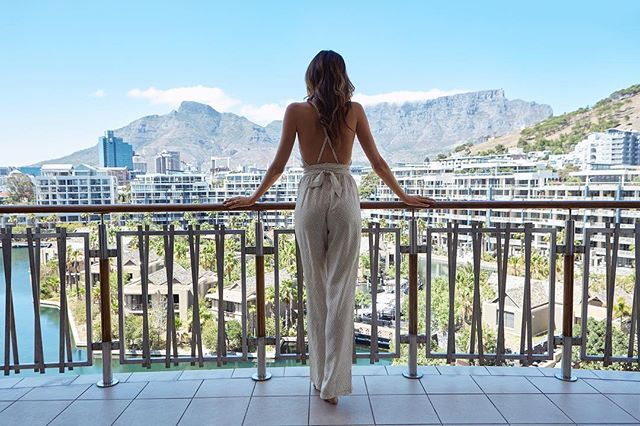 Situated at the centre of Cape Town's Victoria & Alfred Waterfront, overlooking the marina and with panoramic views across to Table Mountain, the 131 - key One&Only Cape Town resort (@oocapetown) offers unrivalled dining and a private Spa. Take in endless, breathtaking views! . . . . . . . .  #Explore #Travel #Explorer #Traveller #Adventure #ExploreFromAbove #Landscape #Wanderlust #TravelPhotography #EarthFocus #BeautifulDestinations #OurPlanetDaily #EarthPix #AwesomePhotographers #Travel_Awesome #InspiredByYou #LuxuryTravel #BestVacations #LoveTheWorld #DiscoverGlobe #BeautifulPlaces #LonelyPlanet #PublicRelations #PublicRelationsAgency #PRCOGroup #PRCOResidential #PRCOTravels #OOCT #Capetown