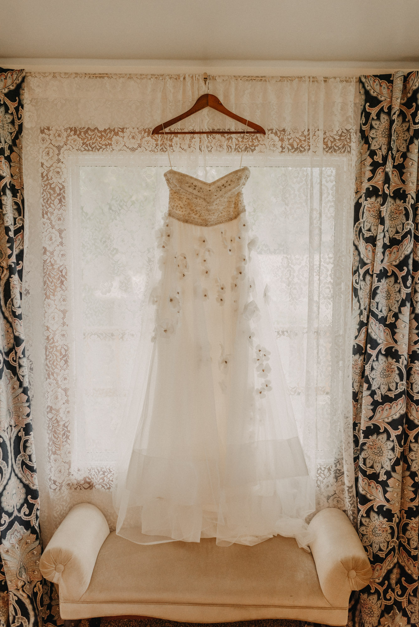 Getting-Ready-Swingset-Washington-Wedding-ringshot-7927.jpg