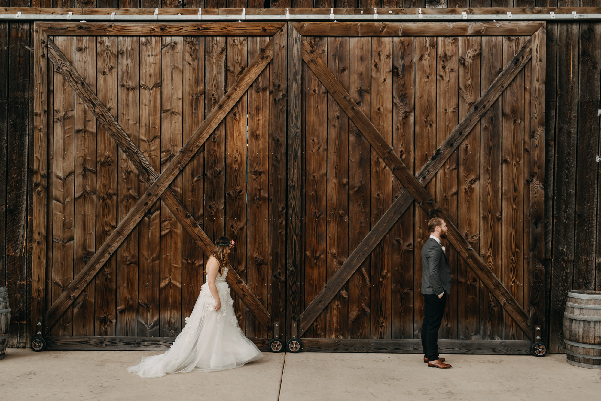 Outdoor-First-Look-Washington-Wedding-Barn-Door-8061.jpg