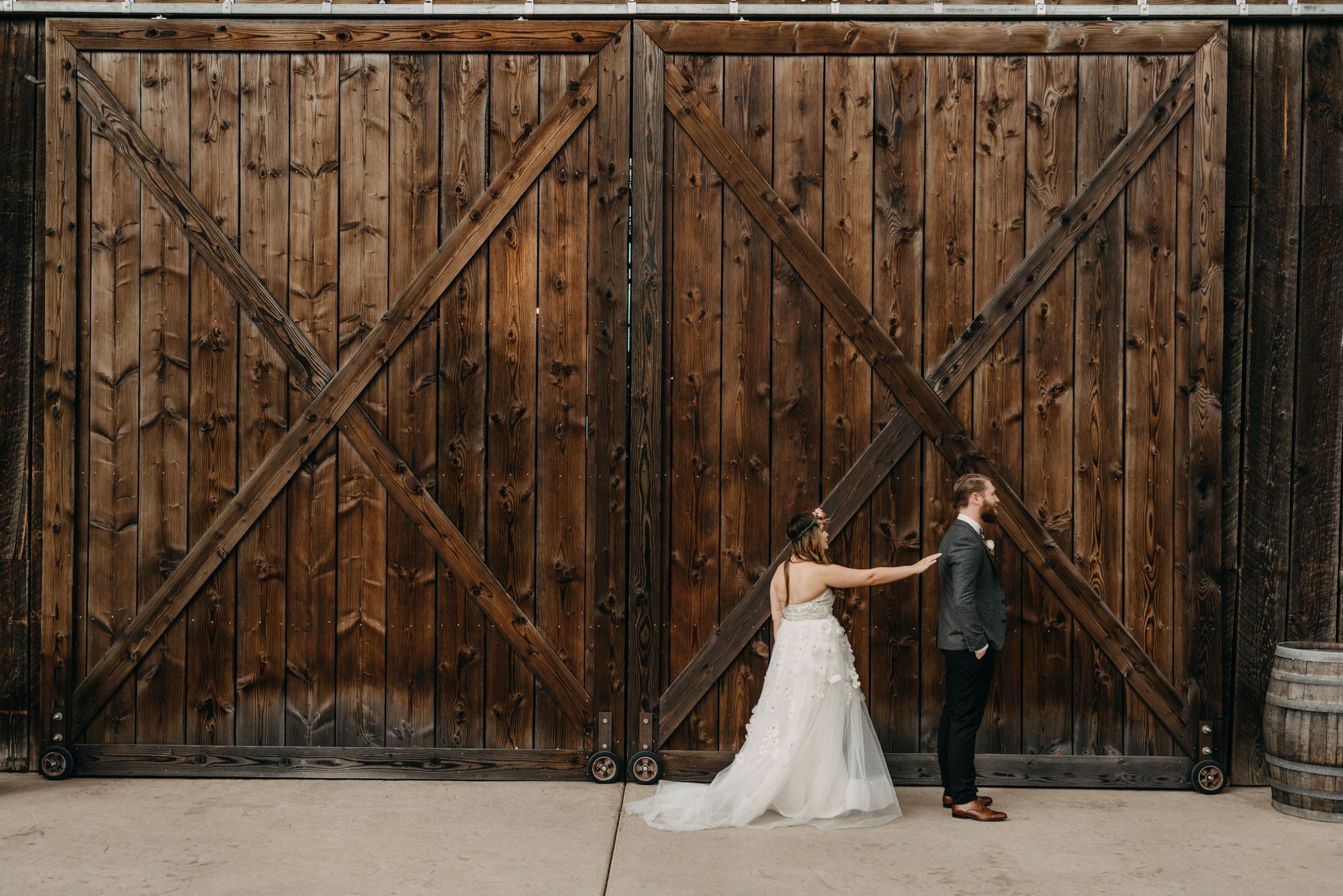 Outdoor-First-Look-Washington-Wedding-Barn-Door-8064.jpg