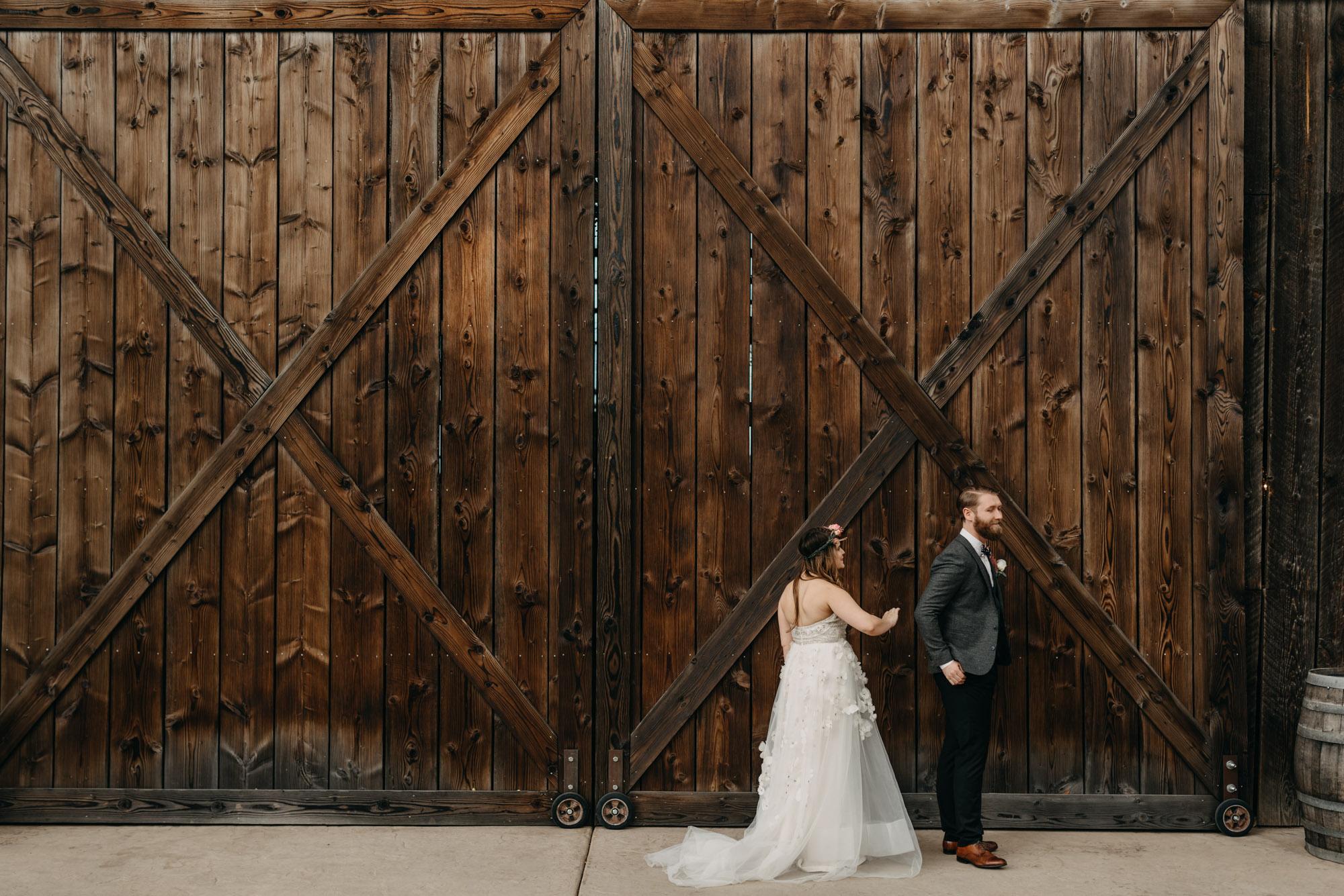 Outdoor-First-Look-Washington-Wedding-Barn-Door-8068.jpg