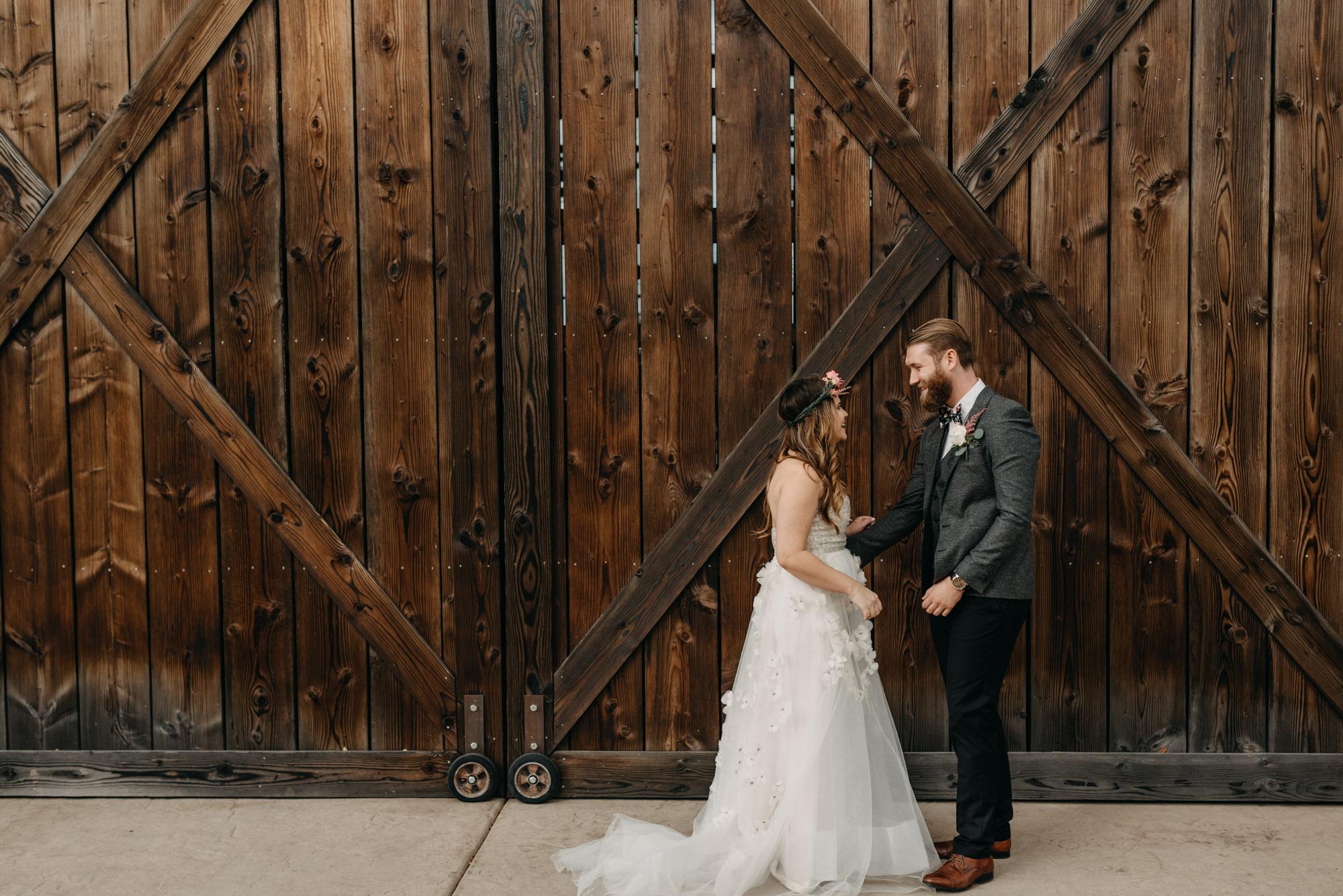 Outdoor-First-Look-Washington-Wedding-Barn-Door-8073.jpg