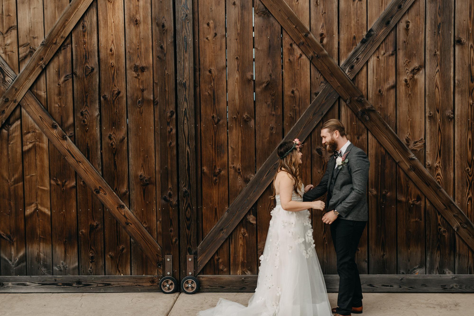 Outdoor-First-Look-Washington-Wedding-Barn-Door-8074.jpg