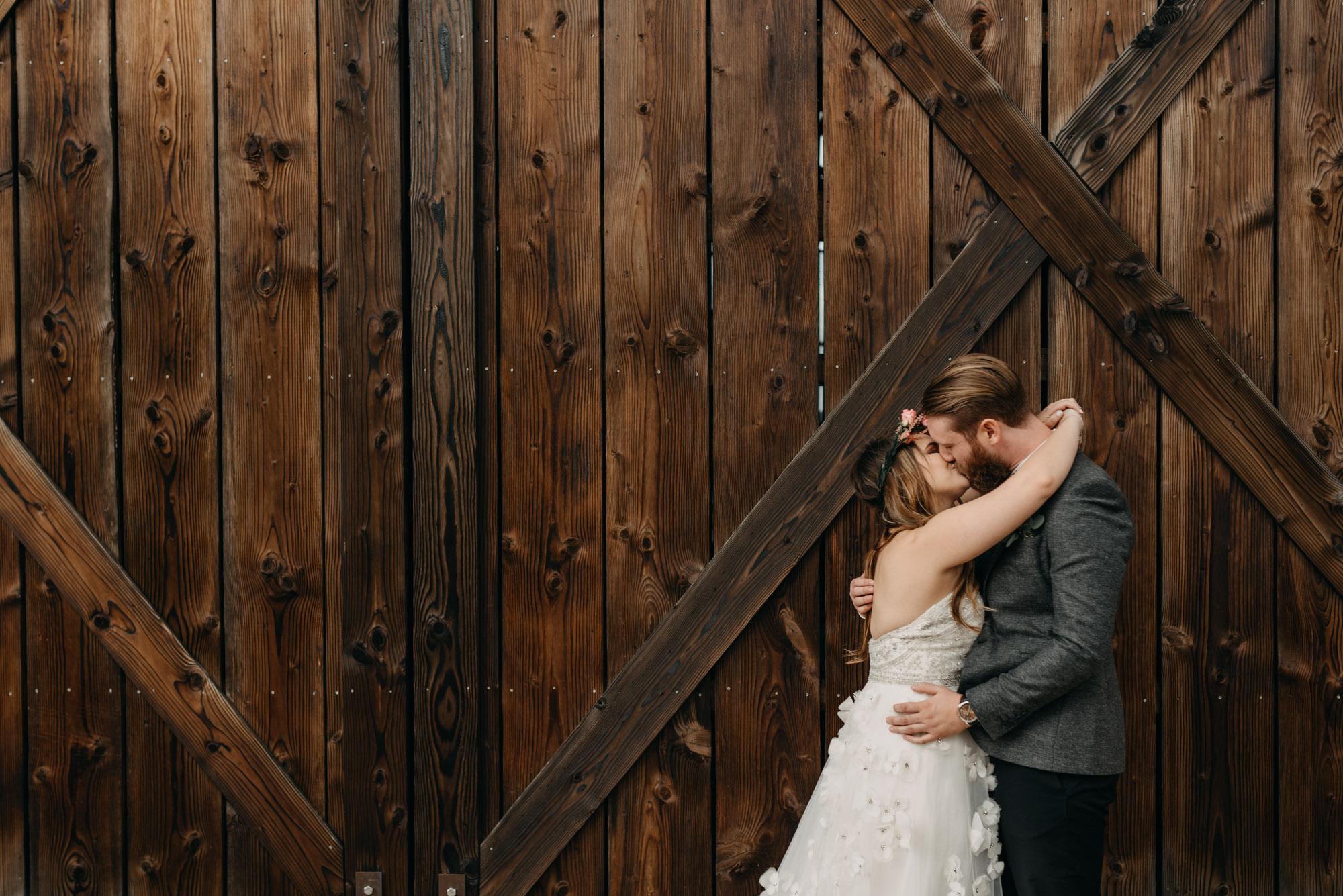 Outdoor-First-Look-Washington-Wedding-Barn-Door-8077.jpg
