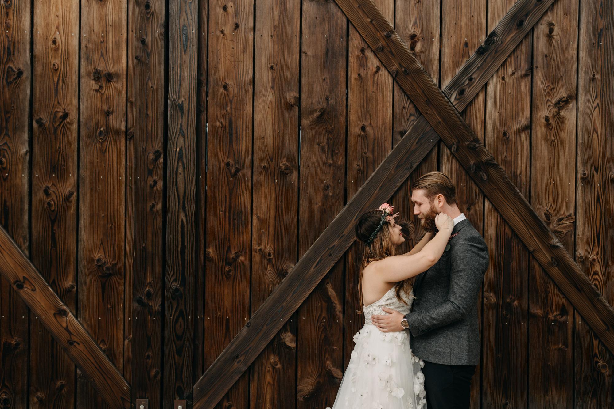 Outdoor-First-Look-Washington-Wedding-Barn-Door-8086.jpg