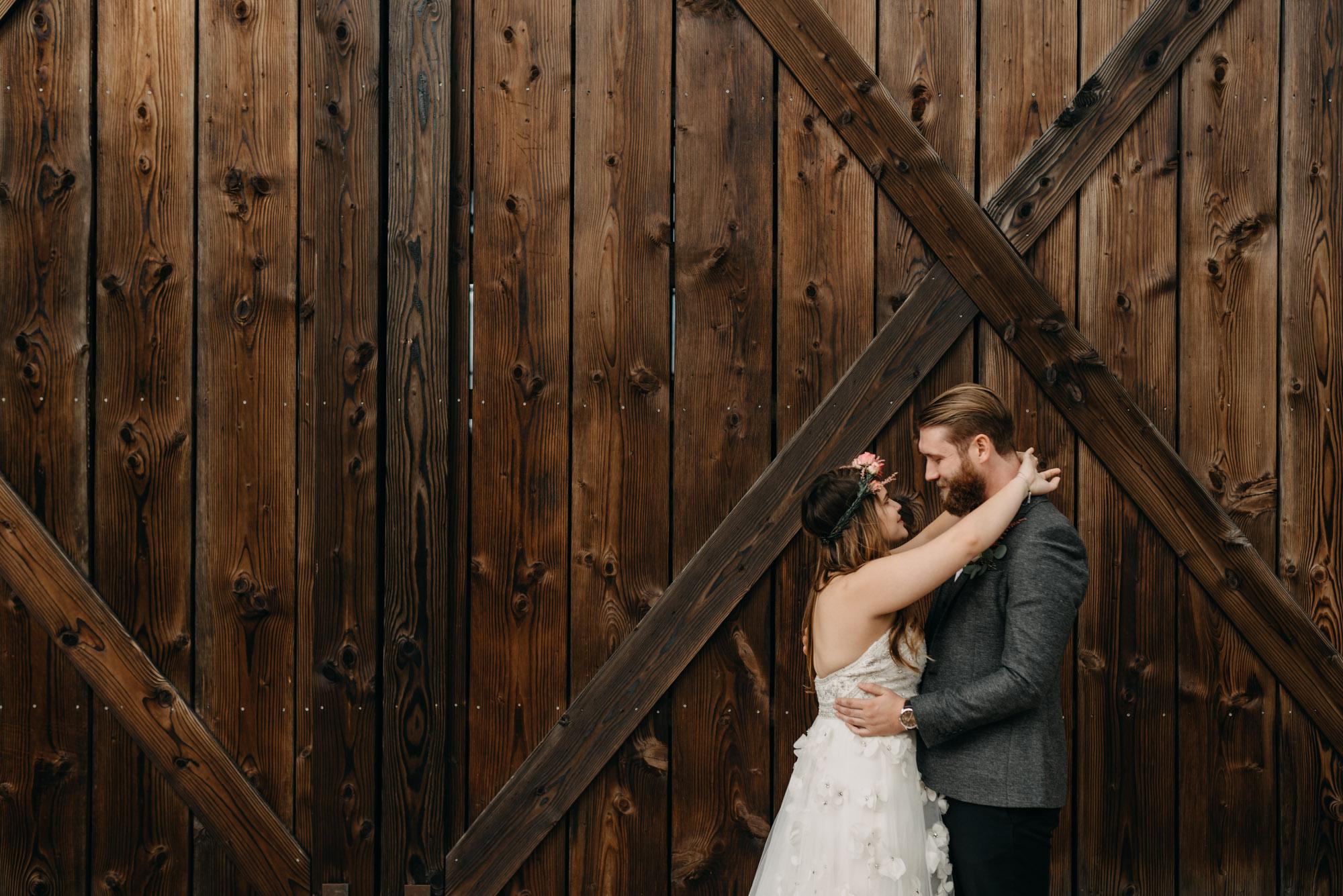 Outdoor-First-Look-Washington-Wedding-Barn-Door-8087.jpg
