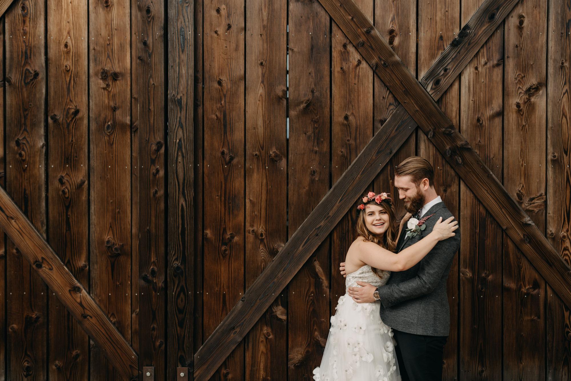 Outdoor-First-Look-Washington-Wedding-Barn-Door-8089.jpg