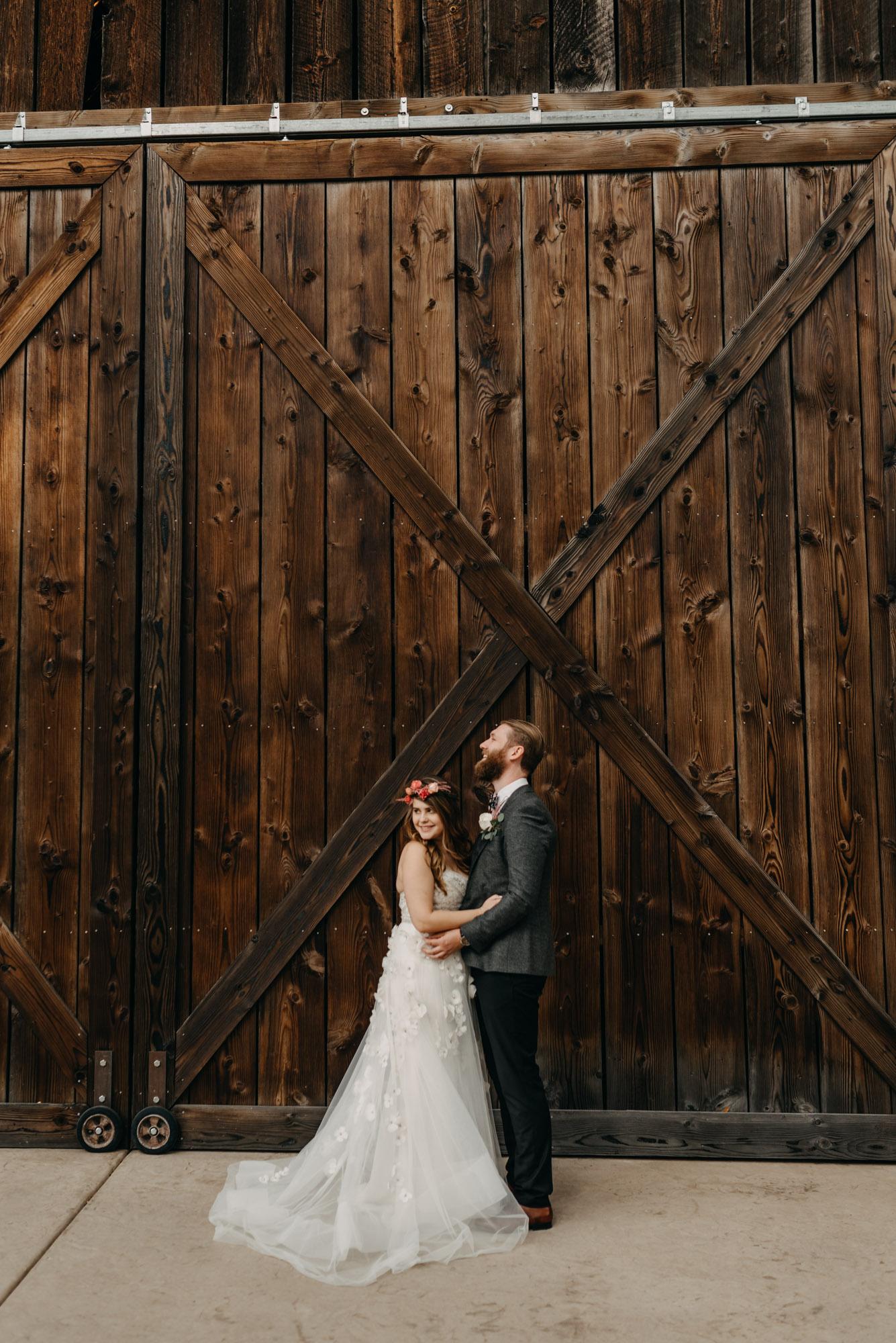 Outdoor-First-Look-Washington-Wedding-Barn-Door-8119.jpg