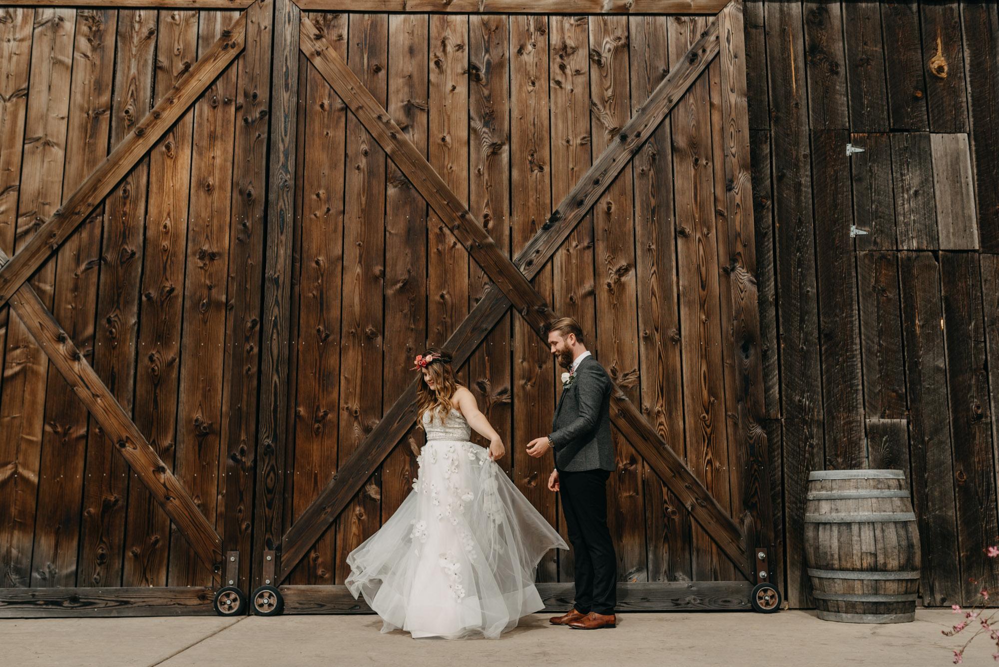 Outdoor-First-Look-Washington-Wedding-Barn-Door-8127.jpg