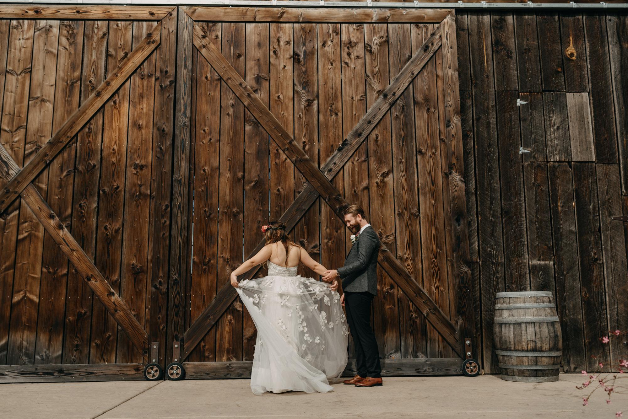 Outdoor-First-Look-Washington-Wedding-Barn-Door-8131.jpg