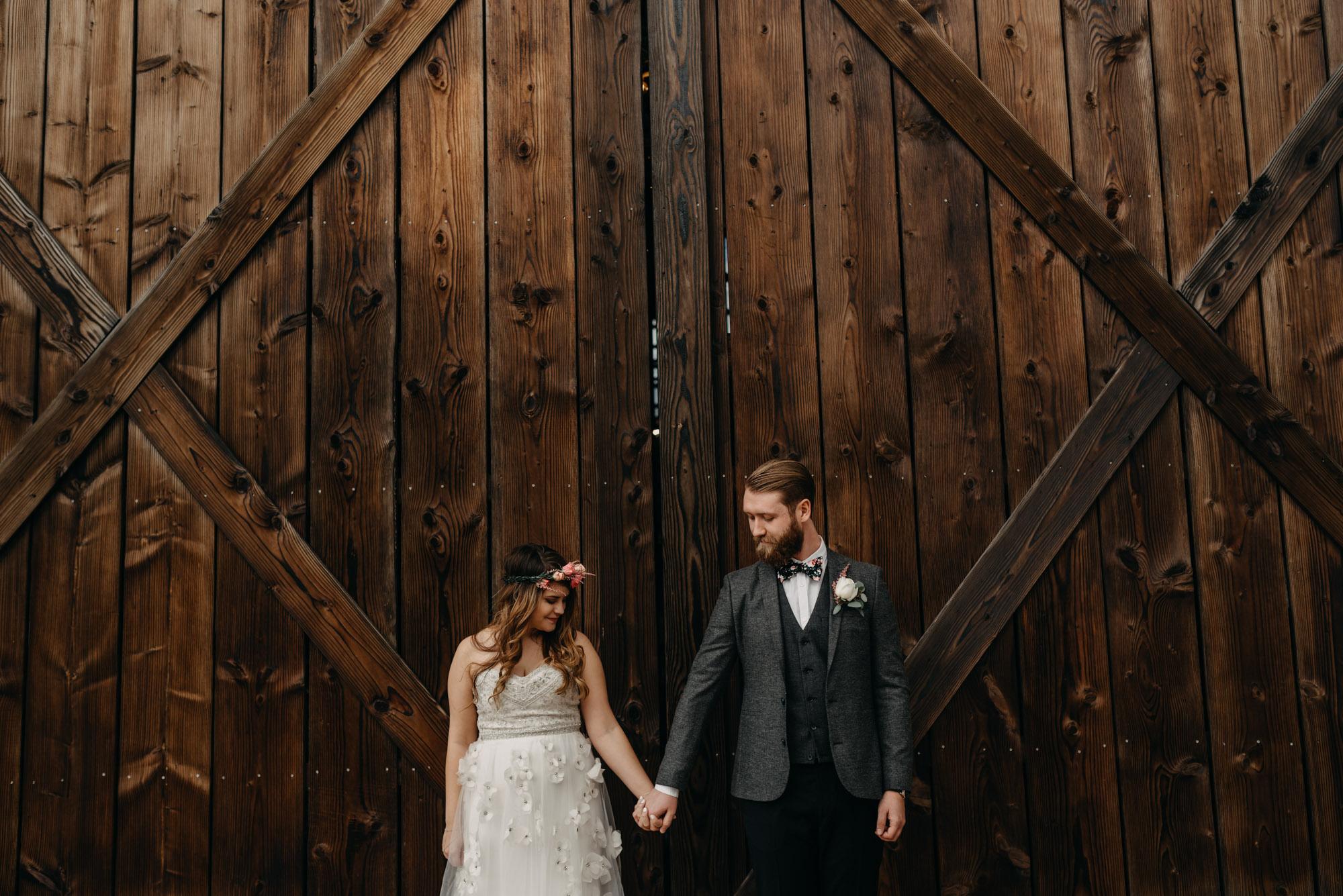 Outdoor-First-Look-Washington-Wedding-Barn-Door-8144.jpg