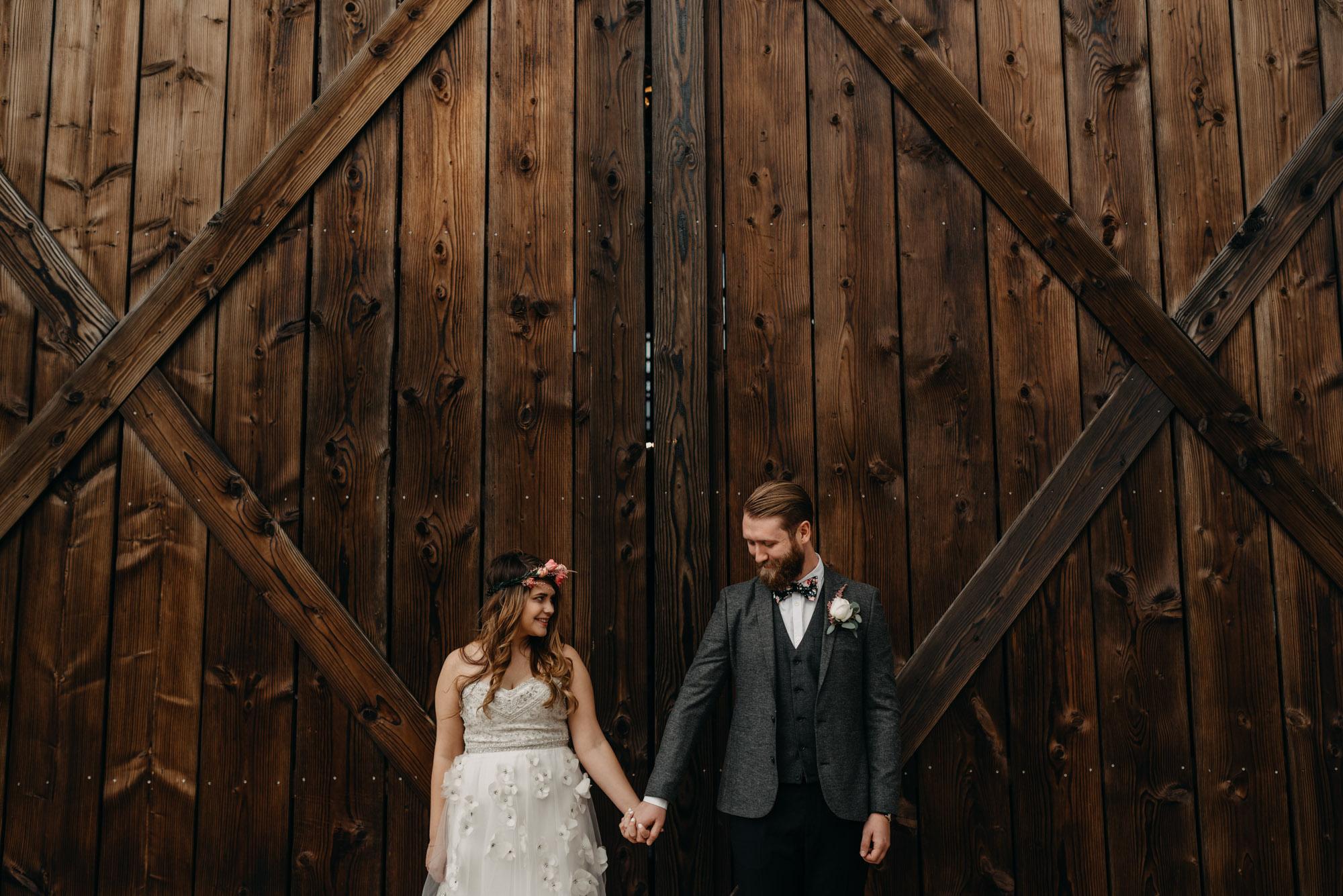 Outdoor-First-Look-Washington-Wedding-Barn-Door-8148.jpg