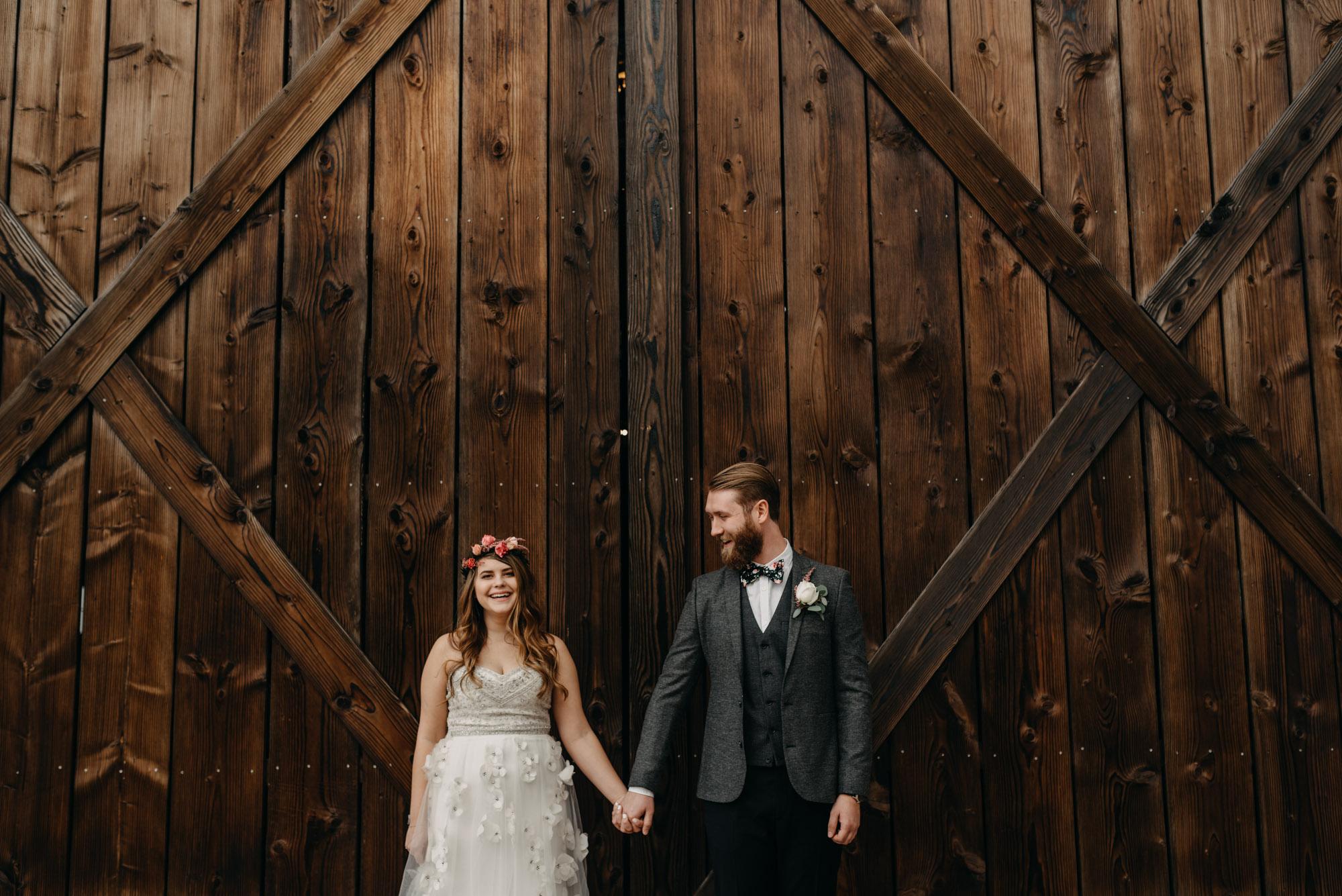 Outdoor-First-Look-Washington-Wedding-Barn-Door-8151.jpg