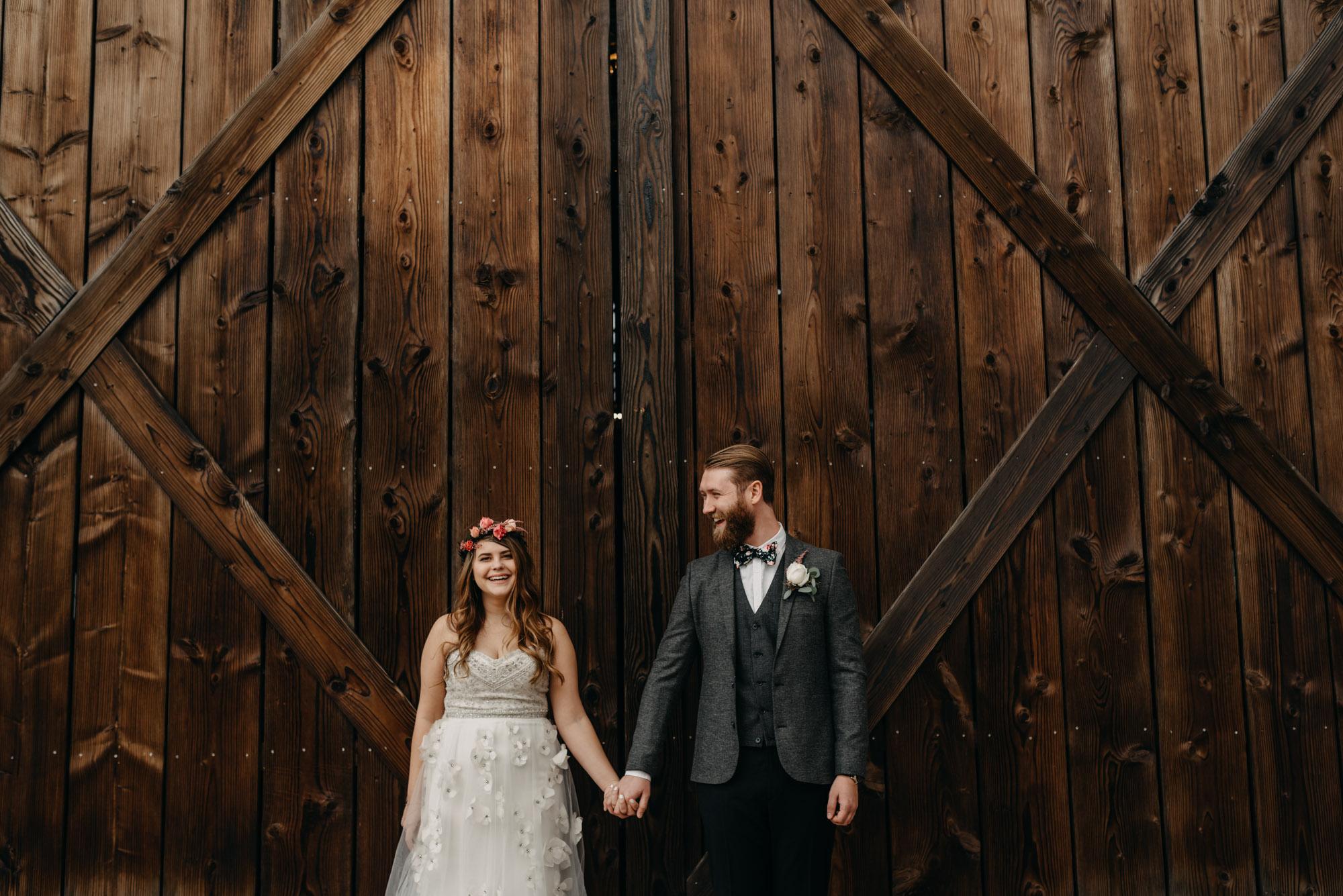 Outdoor-First-Look-Washington-Wedding-Barn-Door-8153.jpg