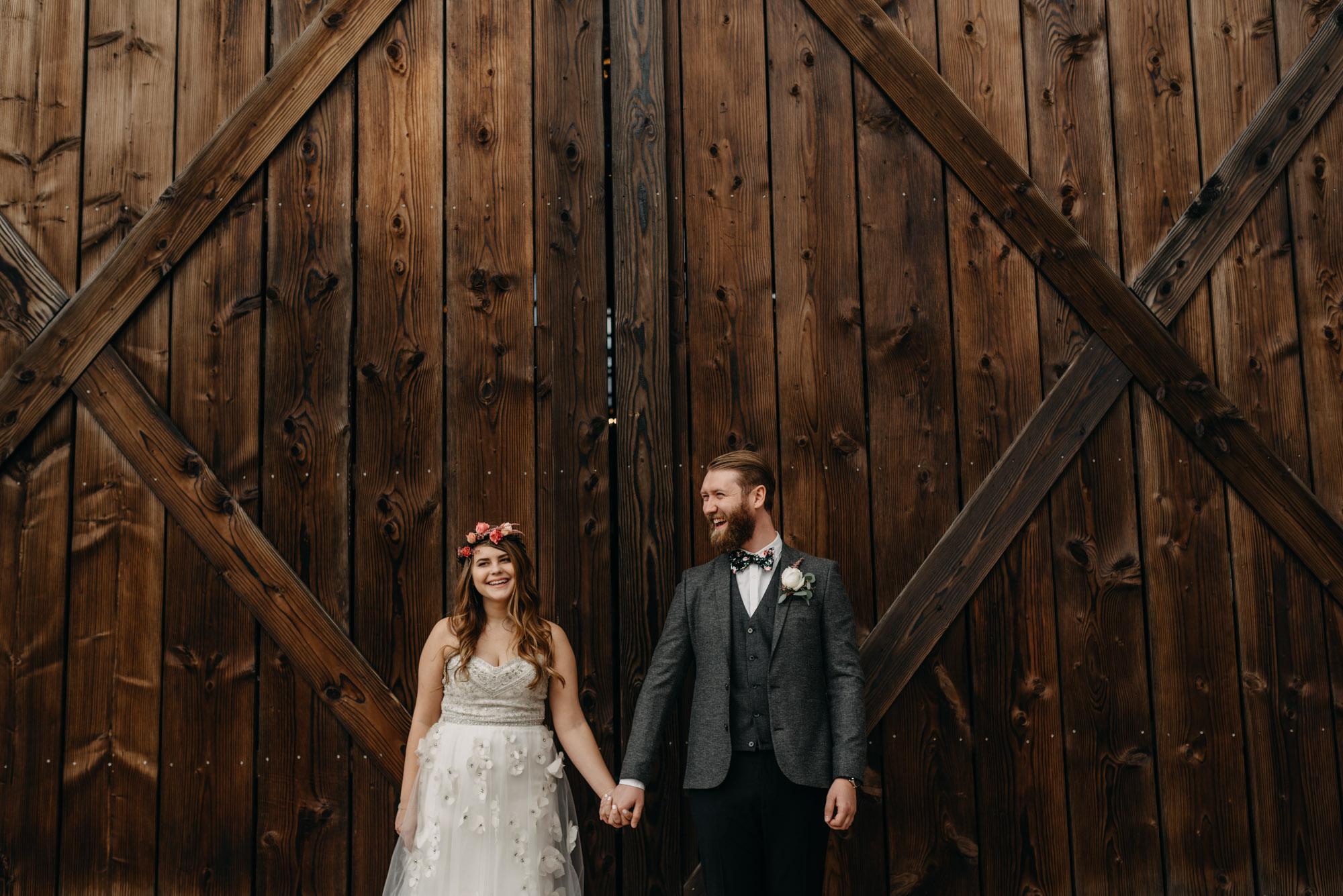 Outdoor-First-Look-Washington-Wedding-Barn-Door-8155.jpg