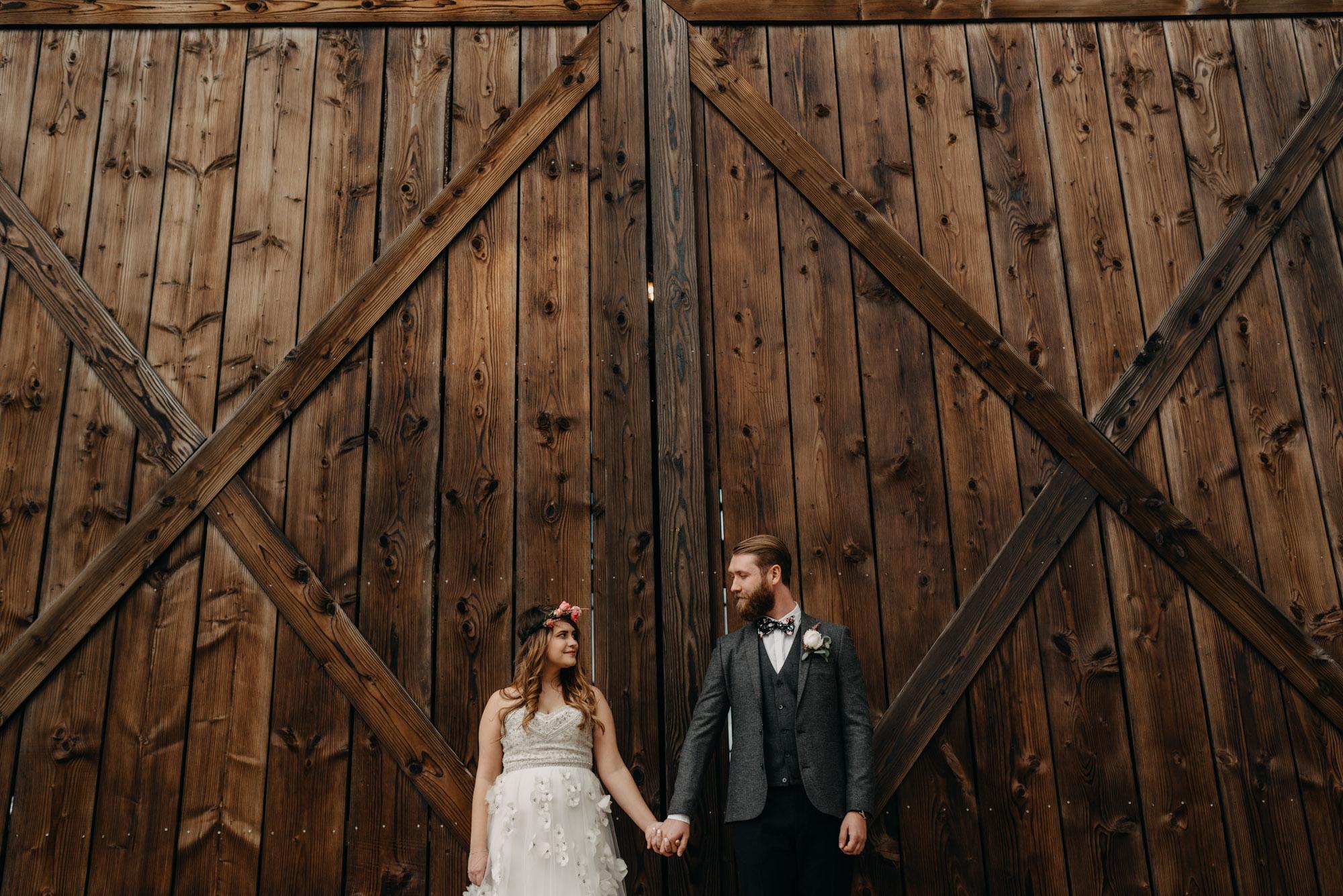 Outdoor-First-Look-Washington-Wedding-Barn-Door-8164.jpg