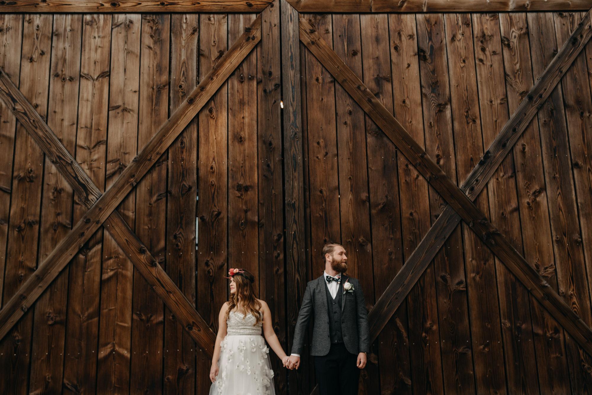 Outdoor-First-Look-Washington-Wedding-Barn-Door-8167.jpg