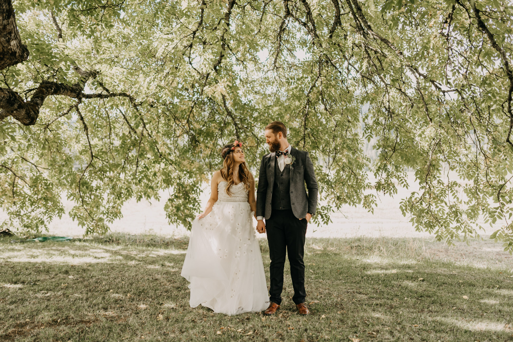Outdoor-First-Look-Washington-Wedding-Barn-Door-8202.jpg