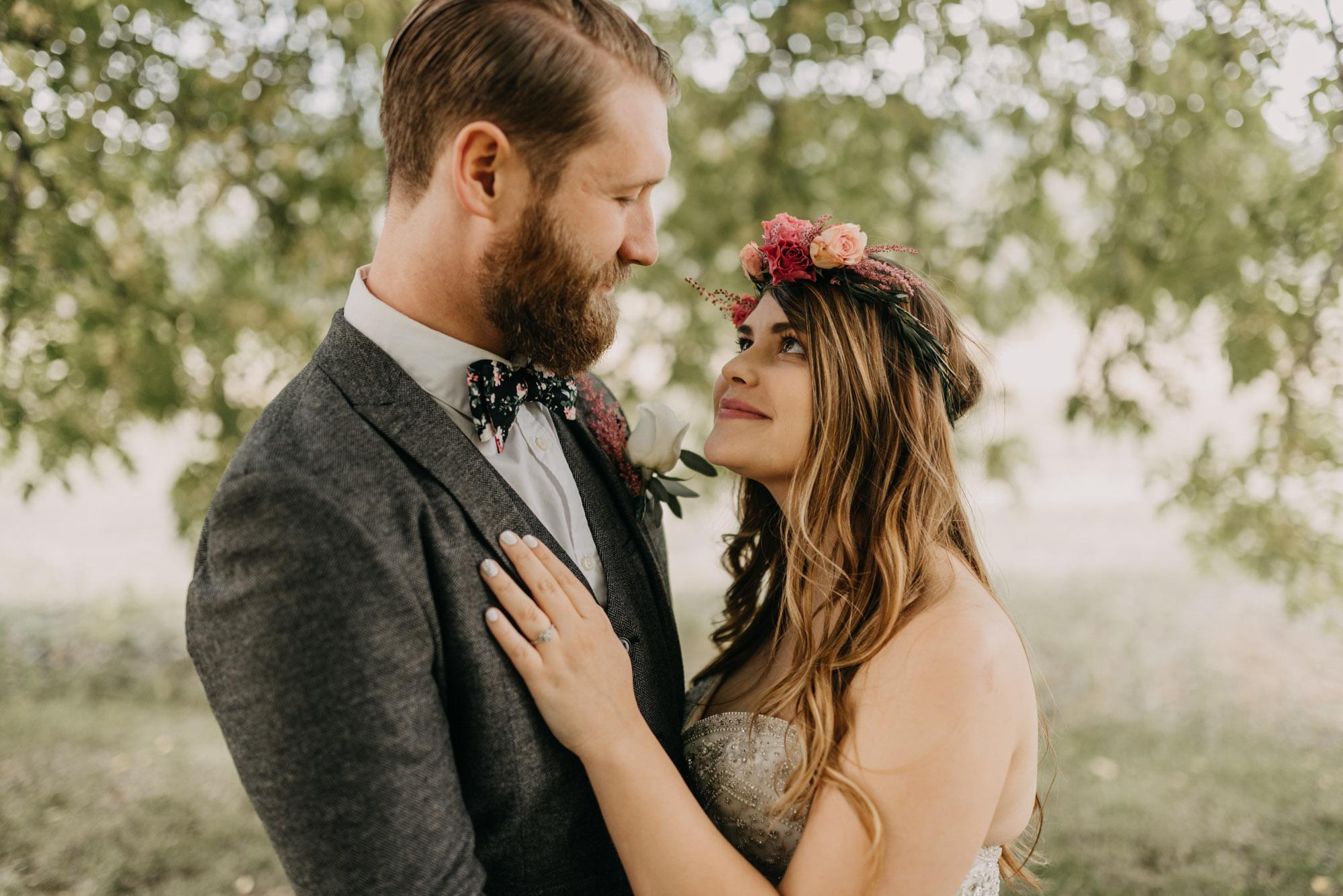 Outdoor-First-Look-Washington-Wedding-Barn-Door-8230.jpg