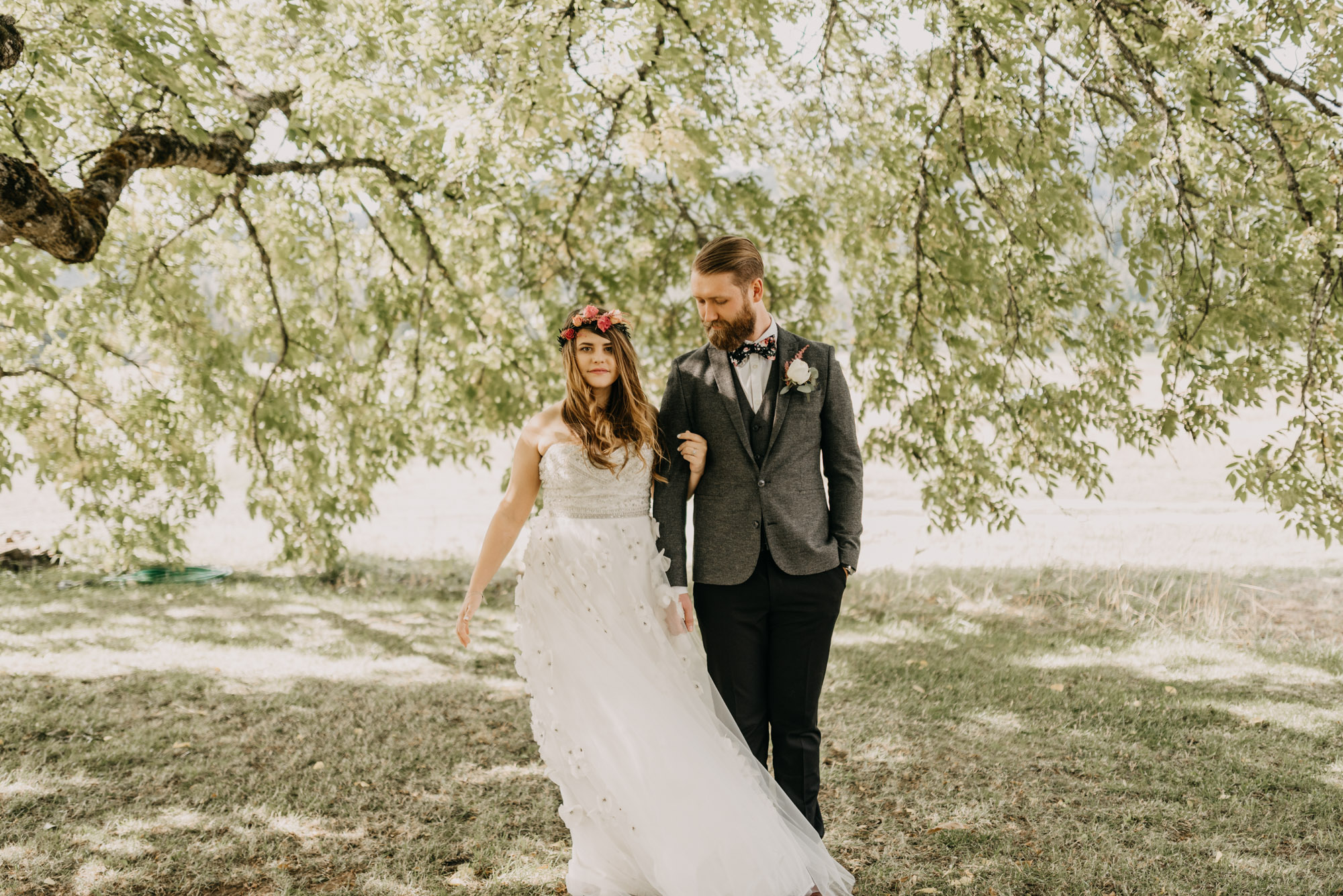 Outdoor-First-Look-Washington-Wedding-Barn-Door-8326.jpg