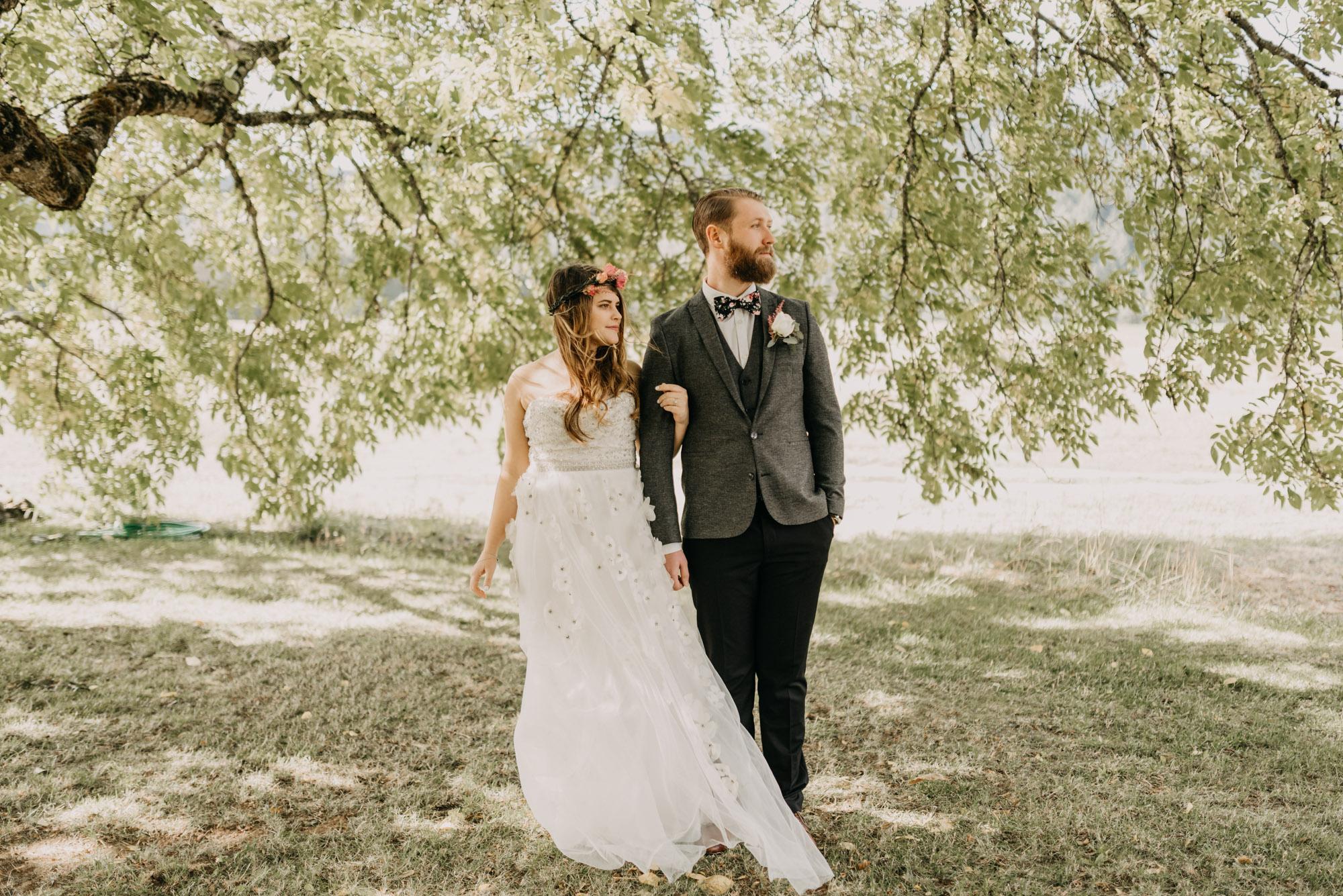 Outdoor-First-Look-Washington-Wedding-Barn-Door-8328.jpg