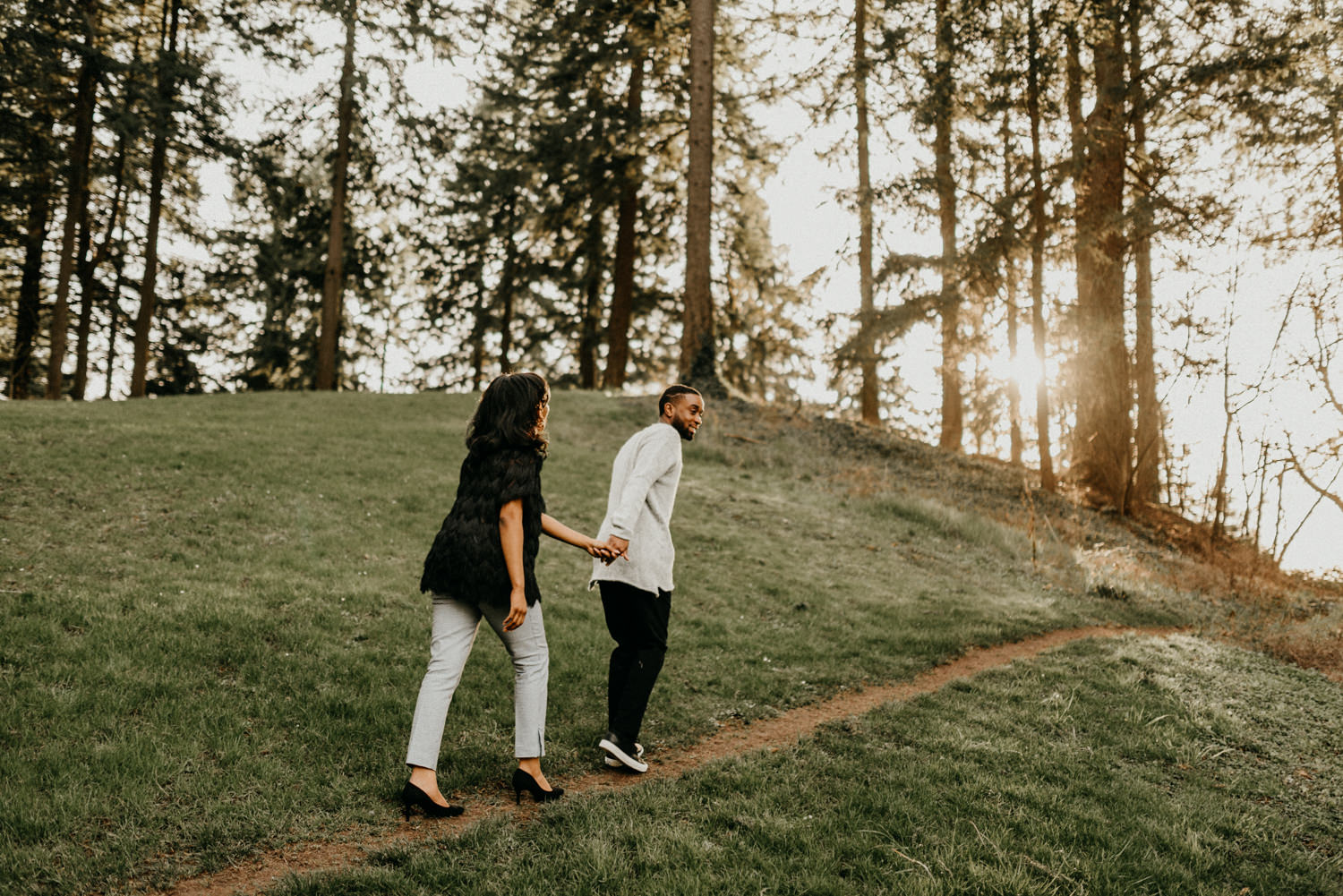 1Mt-Tabor-park-portland-engagement-photographer-trees-sunset.jpg