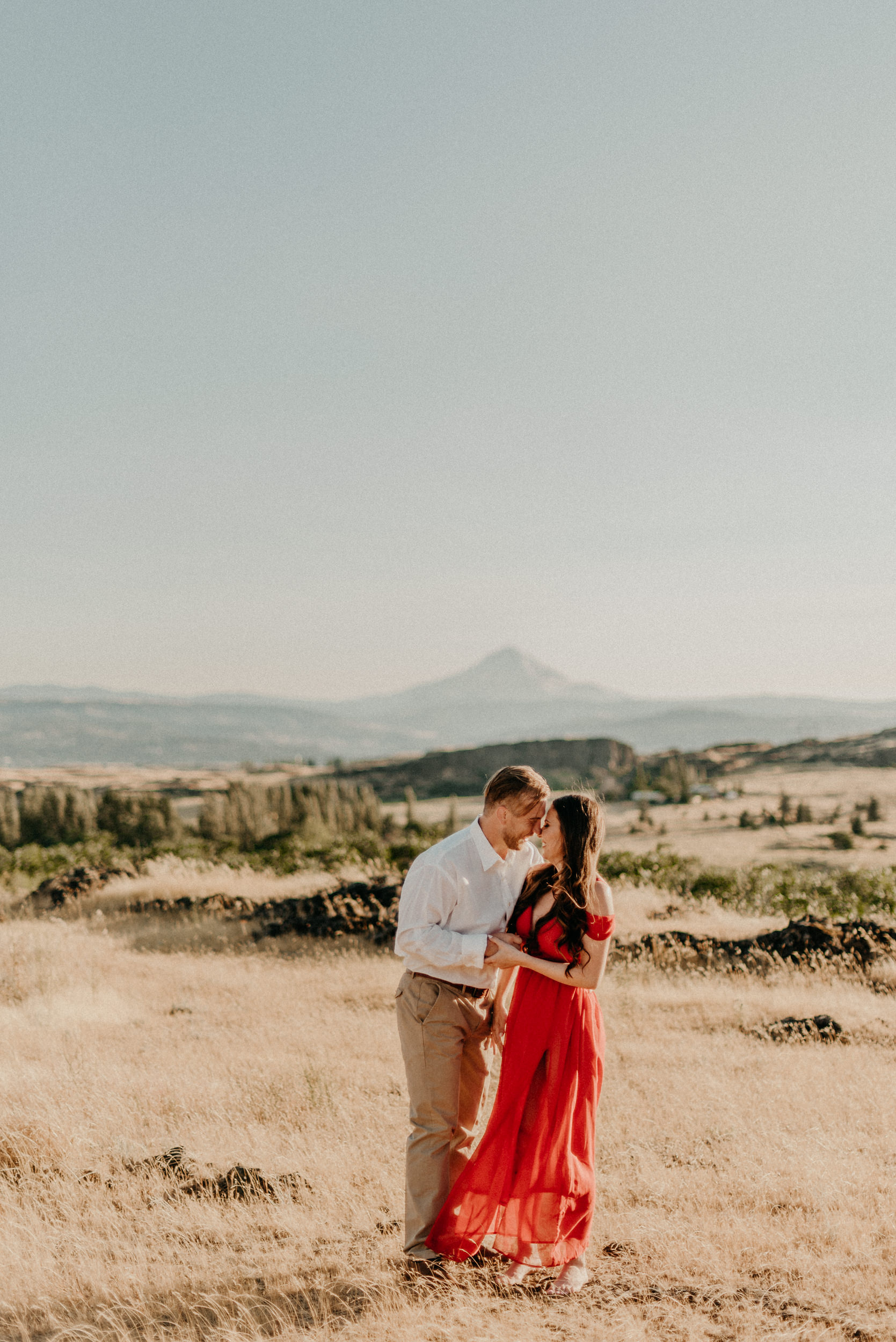 5Engagement-session-horsethief-butte-mt-hood.jpg