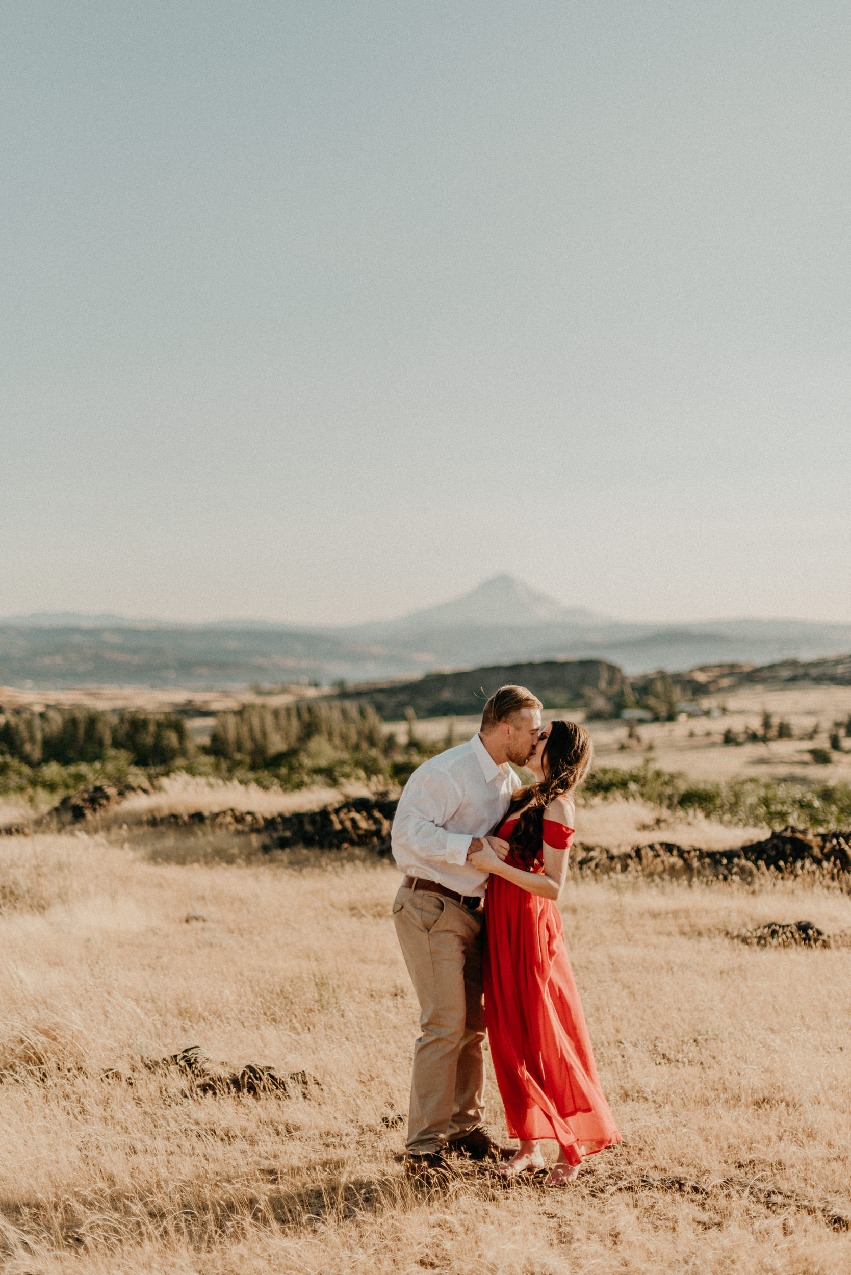 6Engagement-session-horsethief-butte-mt-hood.jpg