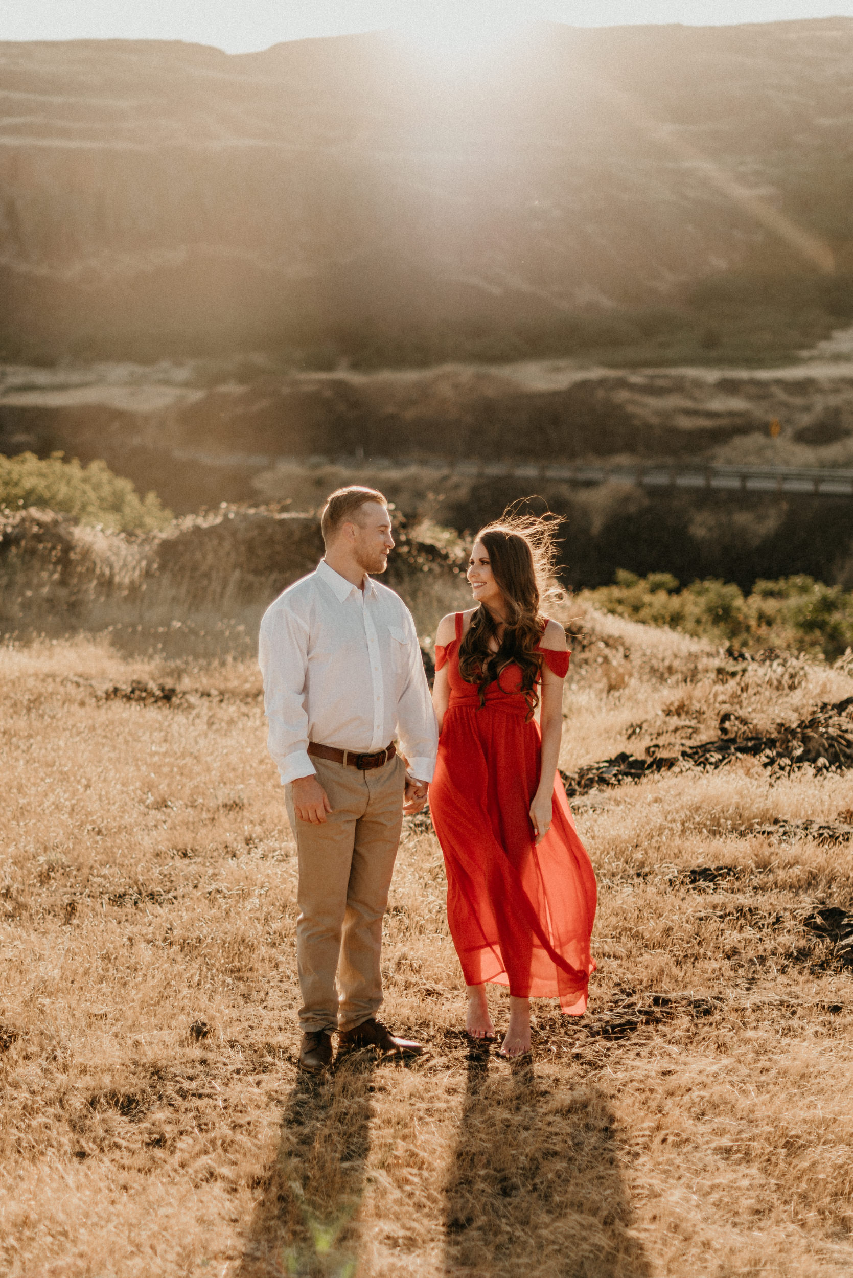 7Engagement-session-horsethief-butte-mt-hood.jpg
